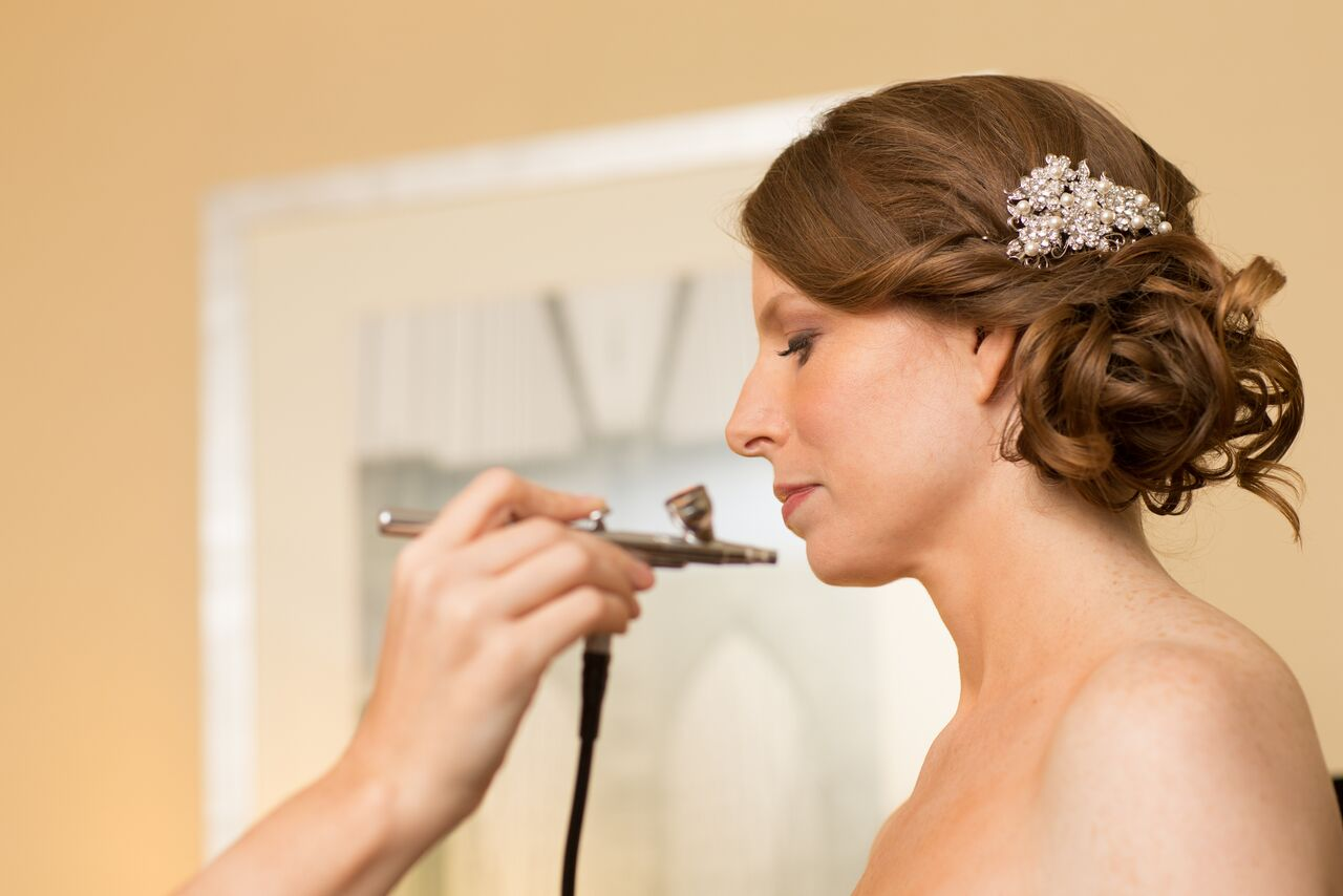 "Bridal Beauty Must-Do #5: Be Smart When You Spray Tan   For many, sun-kissed color is kind of a no-brainer before a wedding. However, it's best to schedule it accordingly. ""If you  spray tan , give yourself a good amount of time beforehand so the tan sets in and you don't reek of it,"" says  Kira Nasrat , makeup artist and brand ambassador for L.A.'s  Violet Grey . And even if you've planned a destination wedding in Tulum, resist the urge to get a tiny bit of color by laying out on the beach. Tanning leads to burning leads to peeling, and if you do suffer a sunburn, there's no going back. Just load up on  sunscreen  and opt for a faux glow (Nasrat is a fan of  James Read's self-tanning line ).   Bridal Beauty Must-Do #6: Step Up Your Skin Care Routine   Every single makeup artist we spoke with emphasized the importance of  taking care of your skin  in the months leading up to your wedding. ""I always suggest targeting any underlying skin health issues, getting regular facials leading up to the big day, and cleaning up your diet,"" says Duvall. But let's be real, we get that's not just not happening for everyone, so at the very least Nasrat says to drink a ton of water in the weeks before the big day. Blushington also offers  Dr. Neal Schultz 's 40-percent glycolic-acid peel at each location; it provides heavy-duty  exfoliation  with zero redness or downtime.   Bridal Beauty Must-Do #7: Pack an Emergency Makeup Kit   In a perfect world, you'd have an entire glam squad following you around and blotting the sweat off your face while between photos. But if you're not (a.)  Mariah Carey  or (b.) rolling in dough, having a personal touch-up team might not happen. Almost as good: Bring a small makeup kit with you. ""Stash a makeup setting spray to revive your makeup, oil-blotting papers, and the lip color you used,"" suggests Matos. Might as well get the most out of your gorgeous makeup.   SOURCE: Deanna Pai (www.glamour.com)"