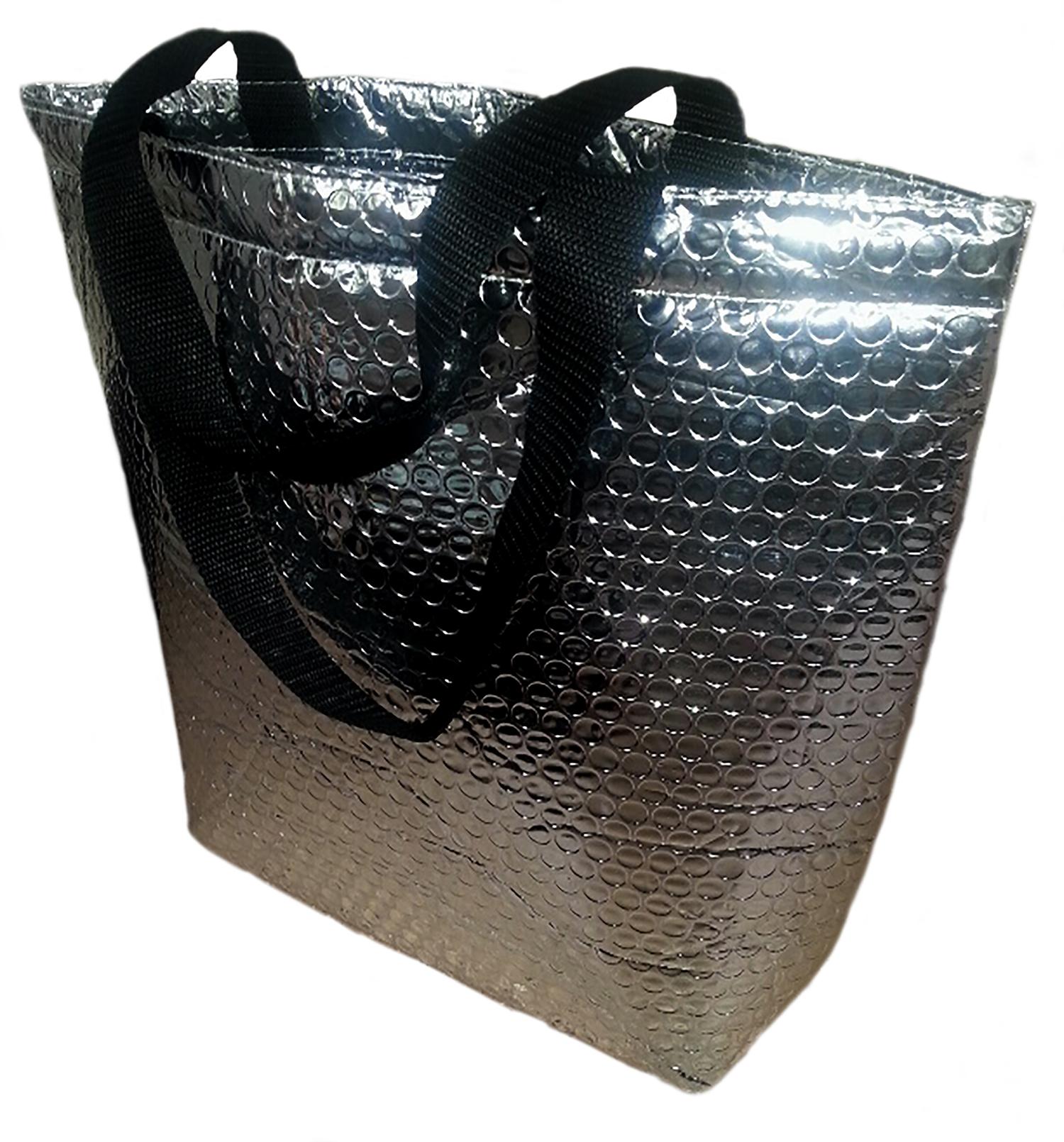 Nieuw zijn de zakken ontwikkeld in  Plutiball , dit ziet eruit als bubbel plastiek, maar is veel sterker. Door met dit materiaal te werken, krijgen de draagtassen een grote herbruikbaarheid.