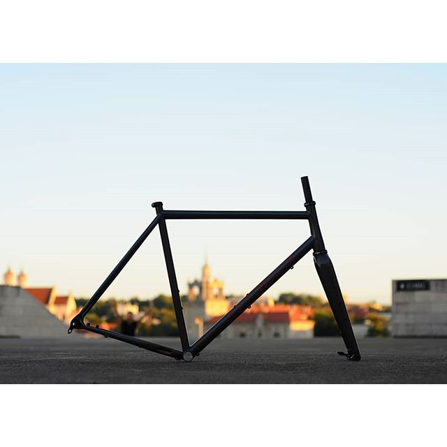 A custom made #bike frame takes 2 months to make.  So if you want to get your bike frame this summer, you should order now 😜🤙 PM for more info ! . . #columbustubing #steelisreal #gravelbike #roadbike #Teliaveli #handmadebicycles