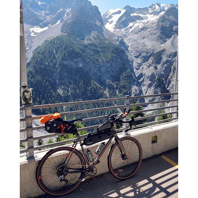 Best wishes from Italian Alps ! . . #Teliaveli #bikepacking #Stelvio #outsideisfree #goneriding #columbustubing