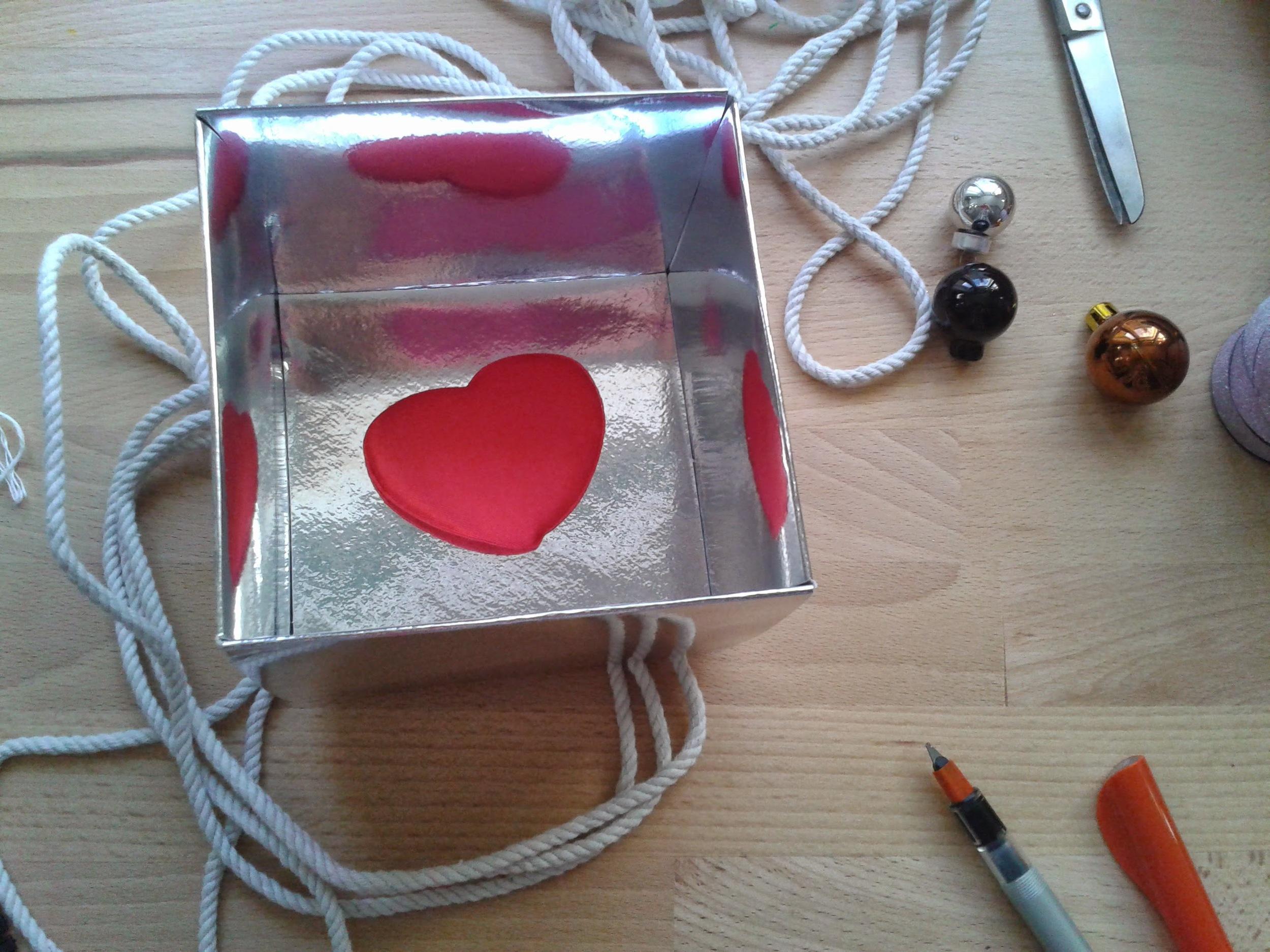 zrecyklovaná krabička a srdce (0 kč, zaraguza, nevim už odkud)