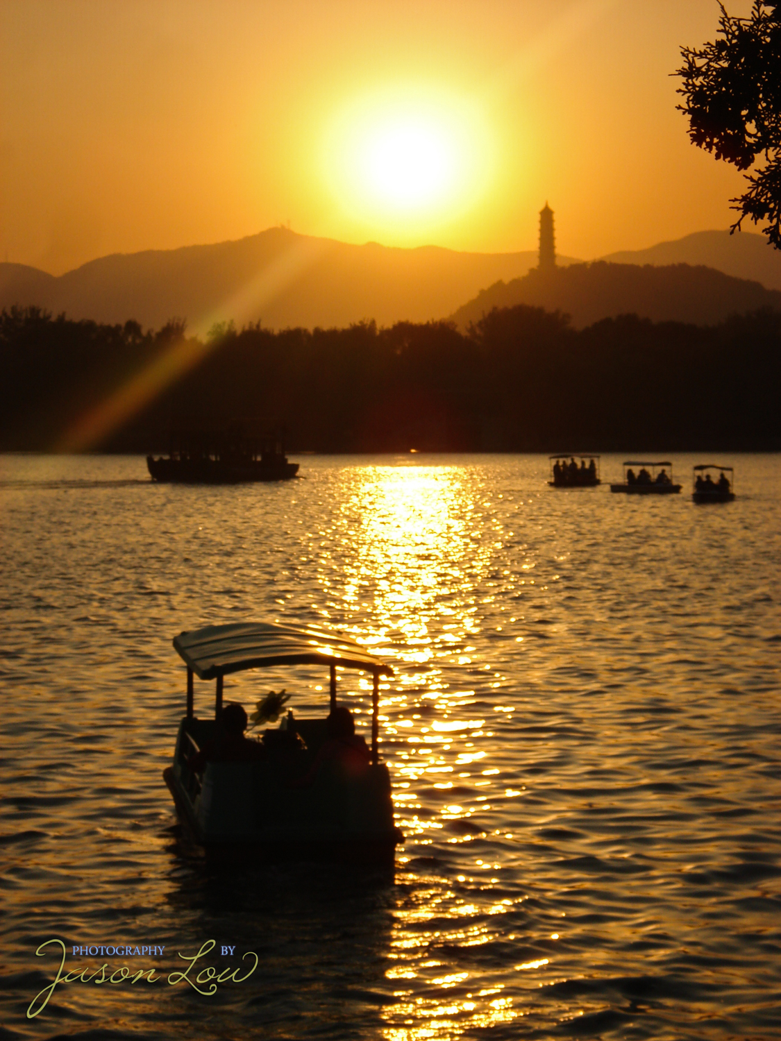 Sunset at  颐和园 (Summer Palace) in Beijing, China.