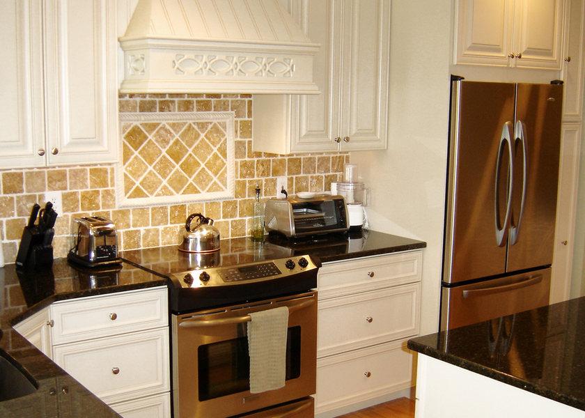 Pennington Traditional Kitchen Black Granite optimized.jpg