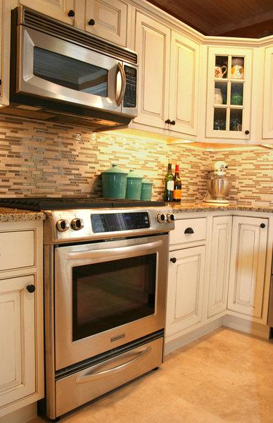 Glass Backsplash A&E Construction Kitchen Remodel optimized.jpg