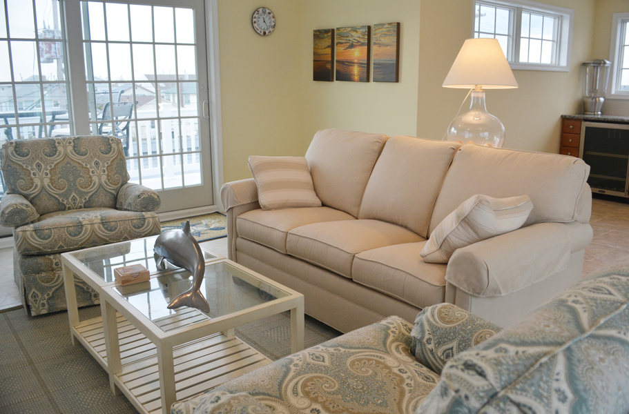 Beach House Living Room A&E Construction optimized.jpg