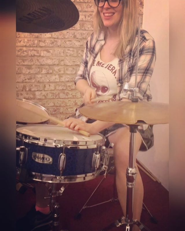 Side stick or regular snare? This groove is inspired by the song Rocking horse by the band @talkincolourband  I'm not sure if this is exactly what the drummer is playing but it's close enough 😆 I love how creative and fun this drum part is. So satisfying once you've got it 💪🏻 👉🏻 swipe to see transcription and have a go yourself if you fancy 😄 #groove #drumfun #sidestick #crossstick . . . #drums #drum #drummers #drummer #femaledrummer #femaledrummers #practice #drumming #drumlife #drumstagram #drummermama #drummermum #drumsdaily #womendrummers #bateria #baterista #mumswhodrum #drummingtoday #drumsharing #instagroove_ #drummerattitude #drumuniversity #drumsoutlet #drum_lovers_world #musicisfemale