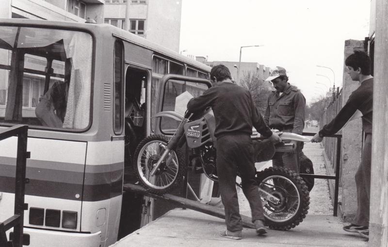 Készülődés-a-Honvéd-Petőfi-SE-előtt.jpg