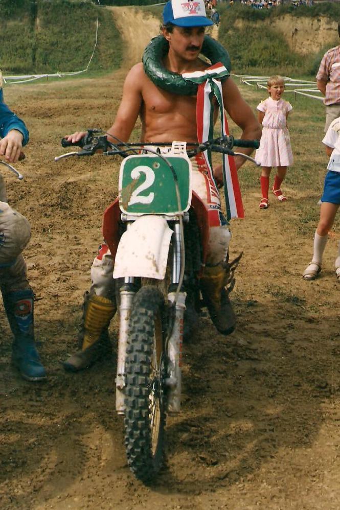 János bácsi motoros kép 2.jpg
