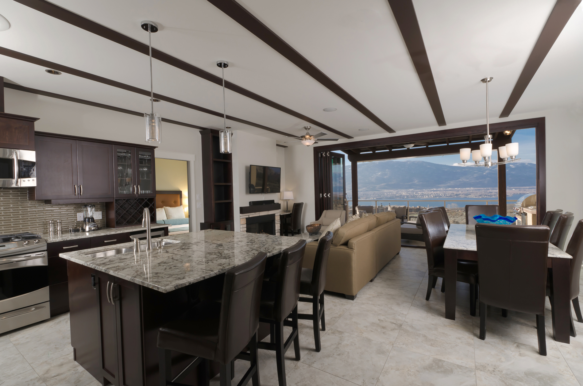 Dining - spirit ridge residences - web.jpg