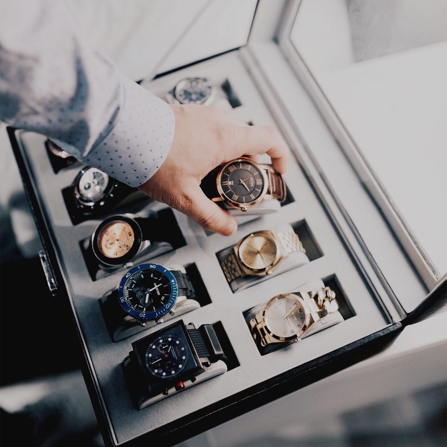 case_collection_watch_wrist_businessman_Photo-by-Hugo-Filipe-from-Pexels_inlinephotography_square.jpg