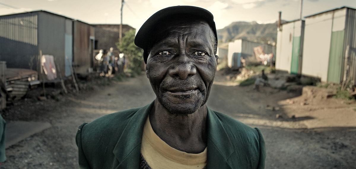 wide angle old man.jpg