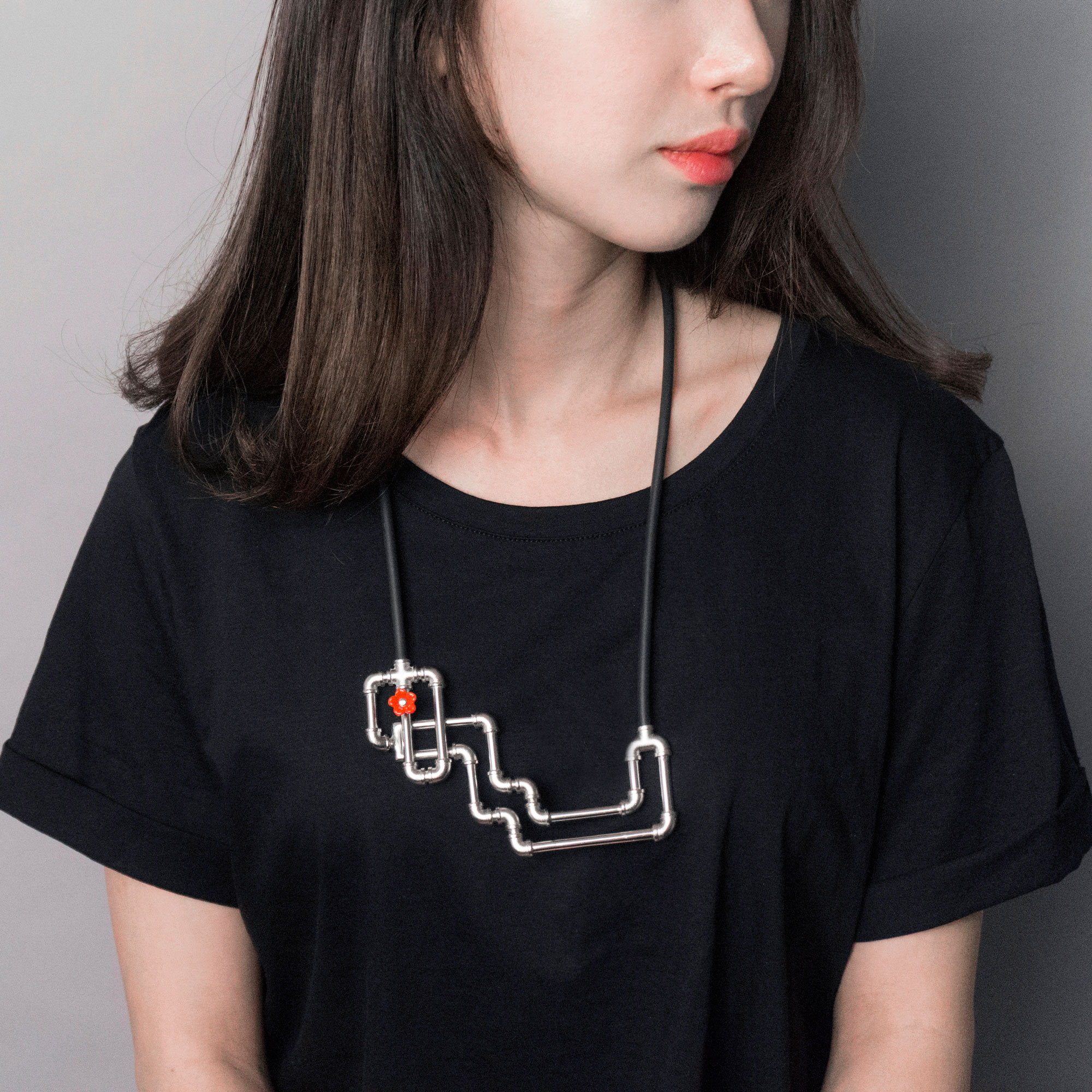 JINA_SEO_SteppedNecklace_2015_Model.jpg