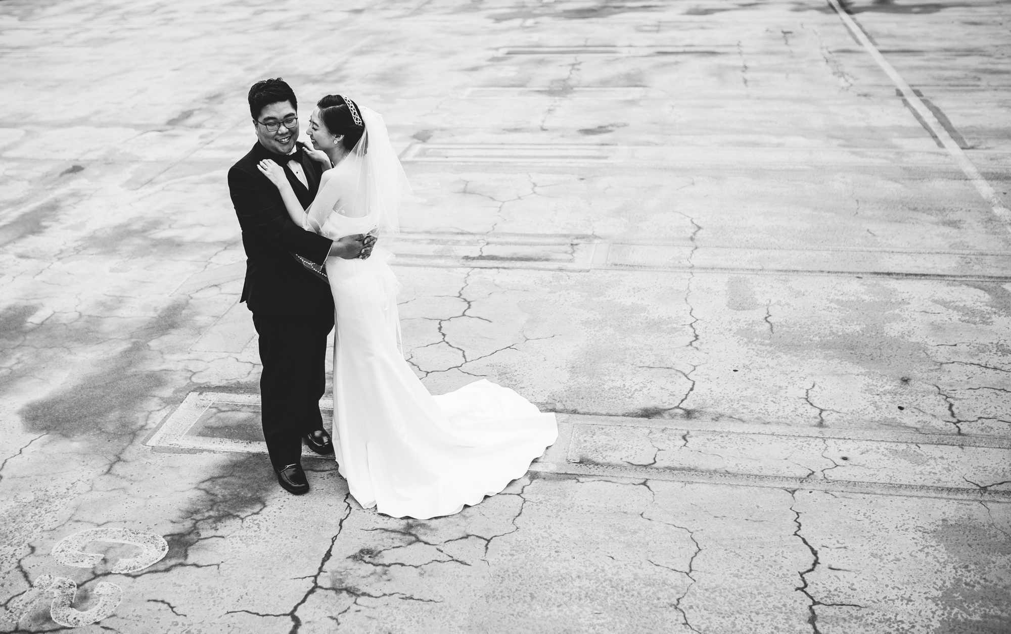 ©Isaiah & Taylor Photography - Destination Wedding Photographers - Downtown Los Angeles Parking Lot Rooftop Wedding-012.jpg