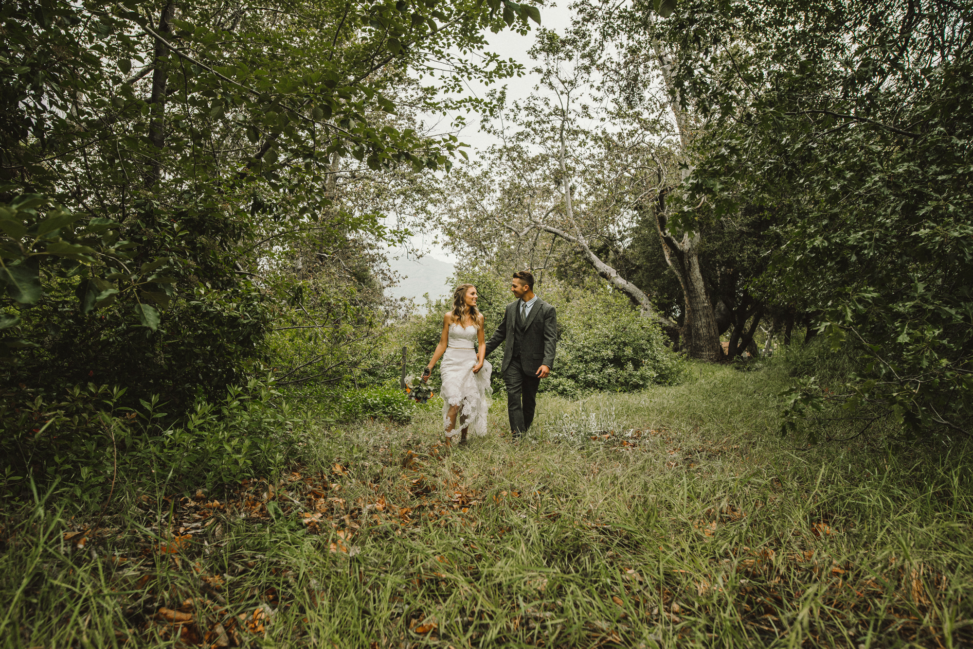 Isaiah & Taylor Photography - Los Angeles - Destination Wedding Photographers - Oak Glen Wilshire Ranch Foggy Forest Wedding-37.jpg