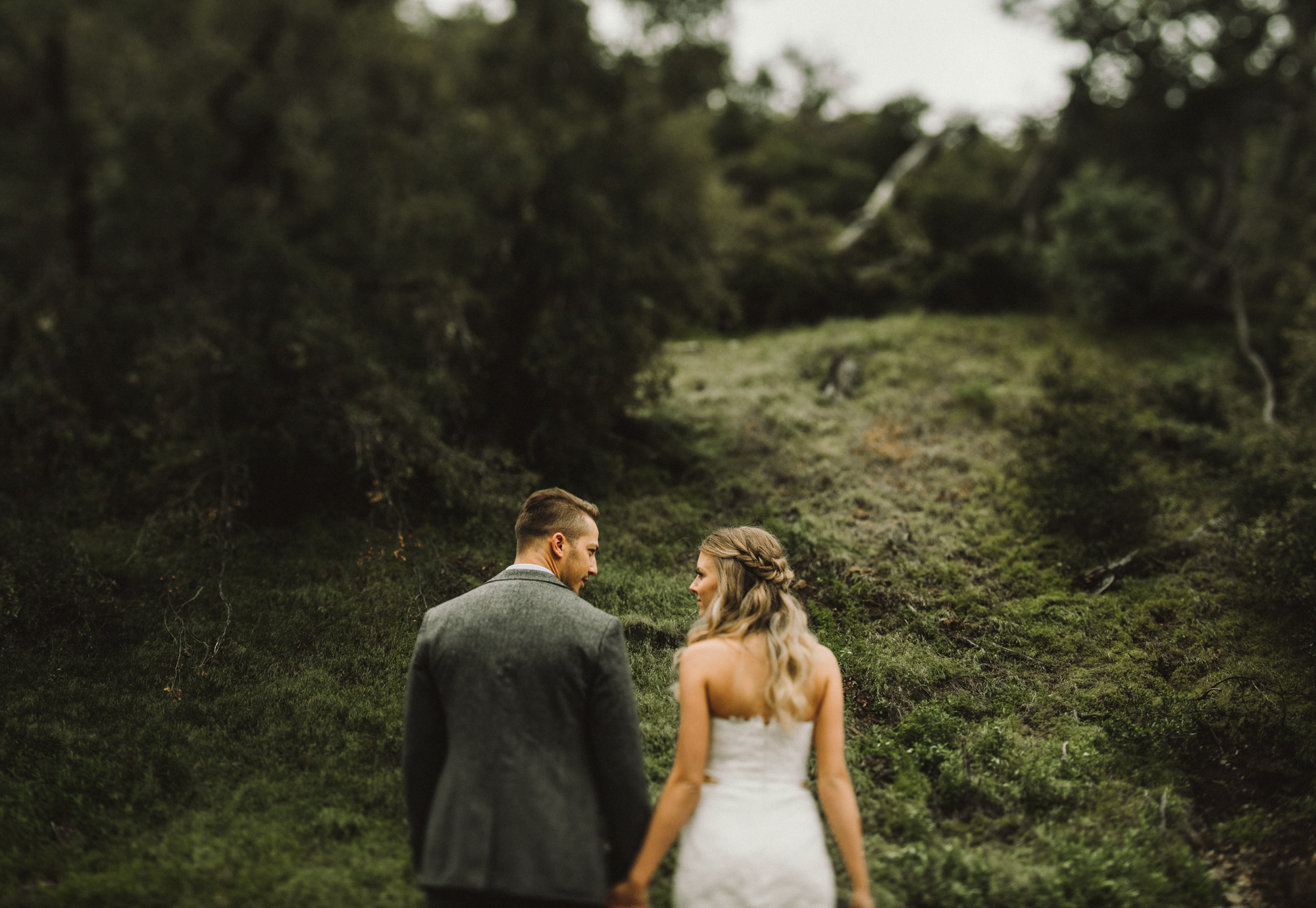Isaiah & Taylor Photography - Los Angeles - Destination Wedding Photographers - Oak Glen Wilshire Ranch Foggy Forest Wedding-48.jpg