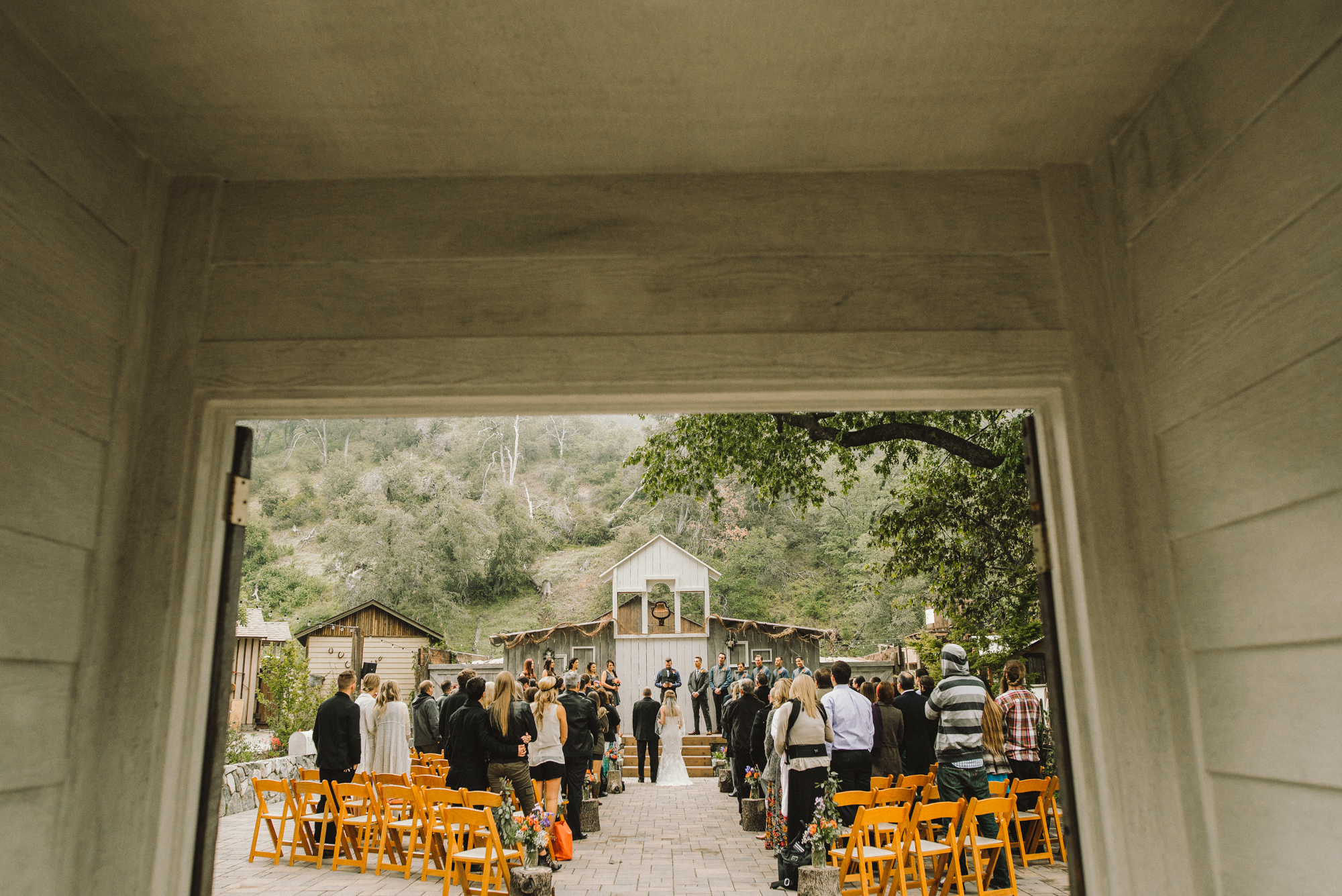 Isaiah & Taylor Photography - Los Angeles - Destination Wedding Photographers - Oak Glen Wilshire Ranch Foggy Forest Wedding-58.jpg
