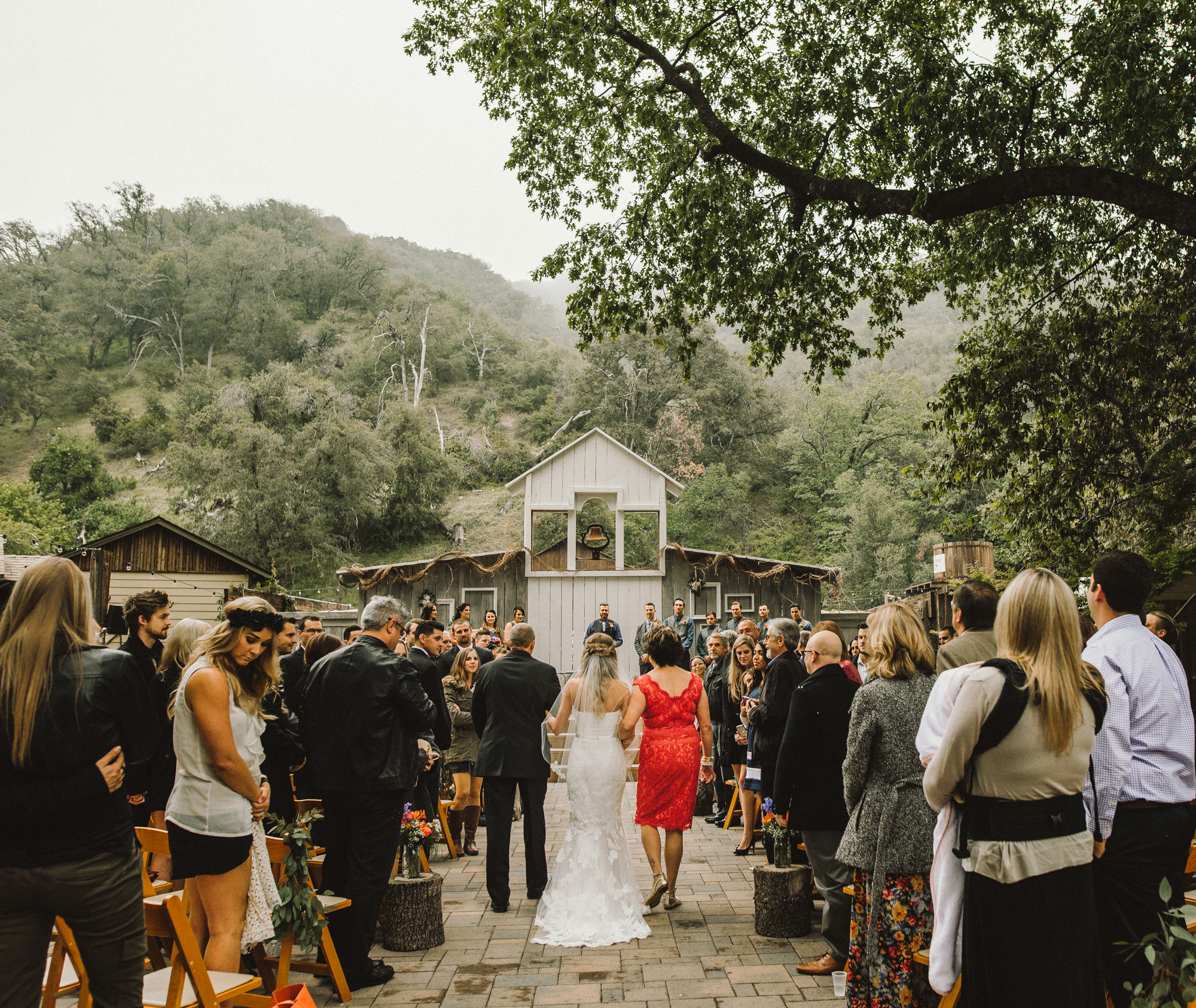 Isaiah & Taylor Photography - Los Angeles - Destination Wedding Photographers - Oak Glen Wilshire Ranch Foggy Forest Wedding-57.jpg