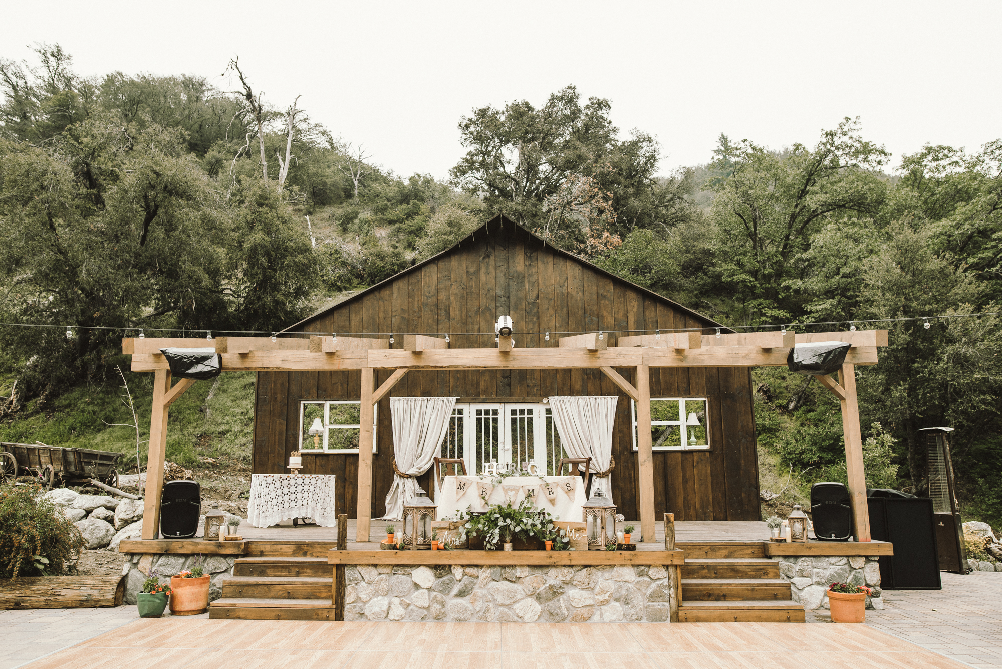 Isaiah & Taylor Photography - Los Angeles - Destination Wedding Photographers - Oak Glen Wilshire Ranch Foggy Forest Wedding-78.jpg