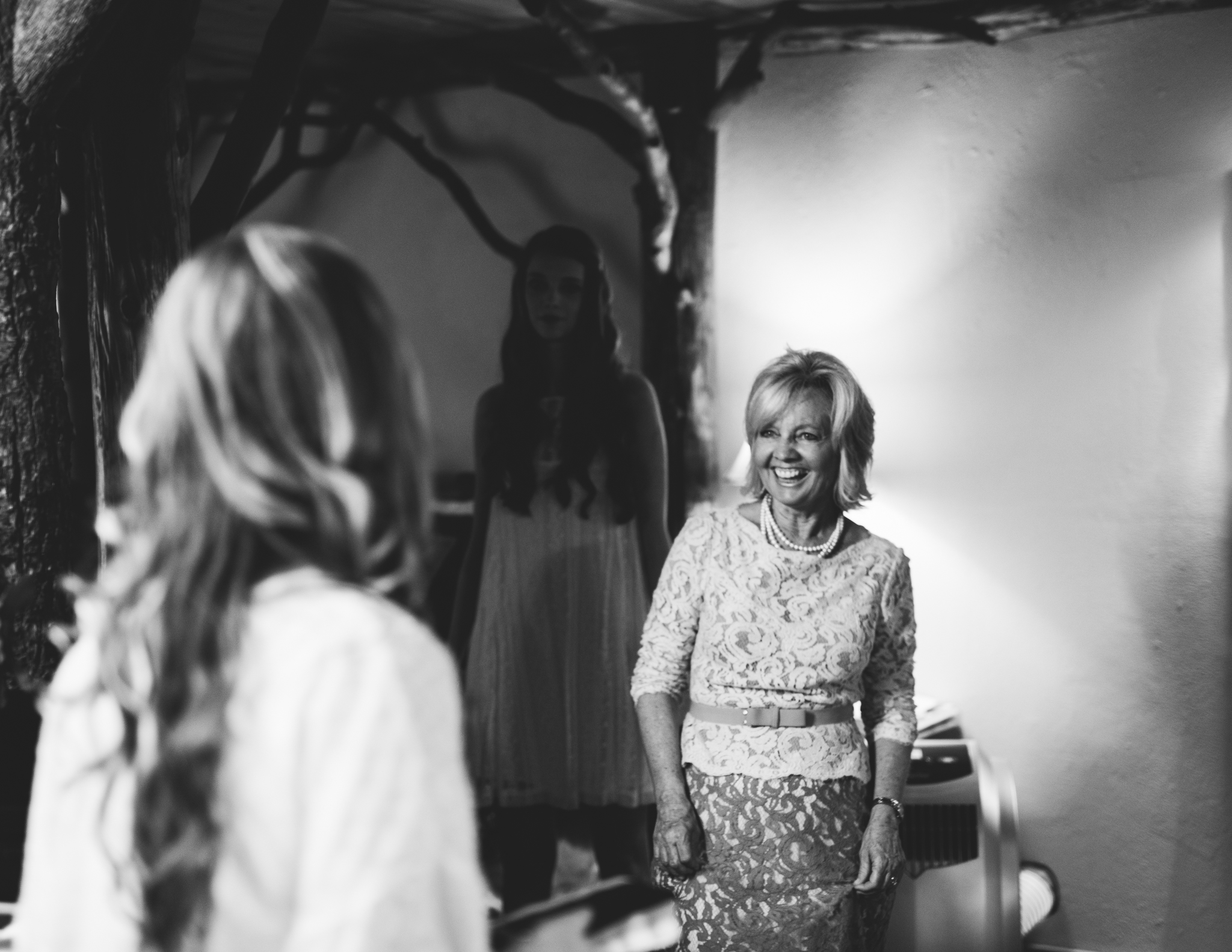 ©Isaiah & Taylor Photography - Pine Rose Cabin - Lake Arrowhead - Los Angeles Wedding Photographer-016.jpg