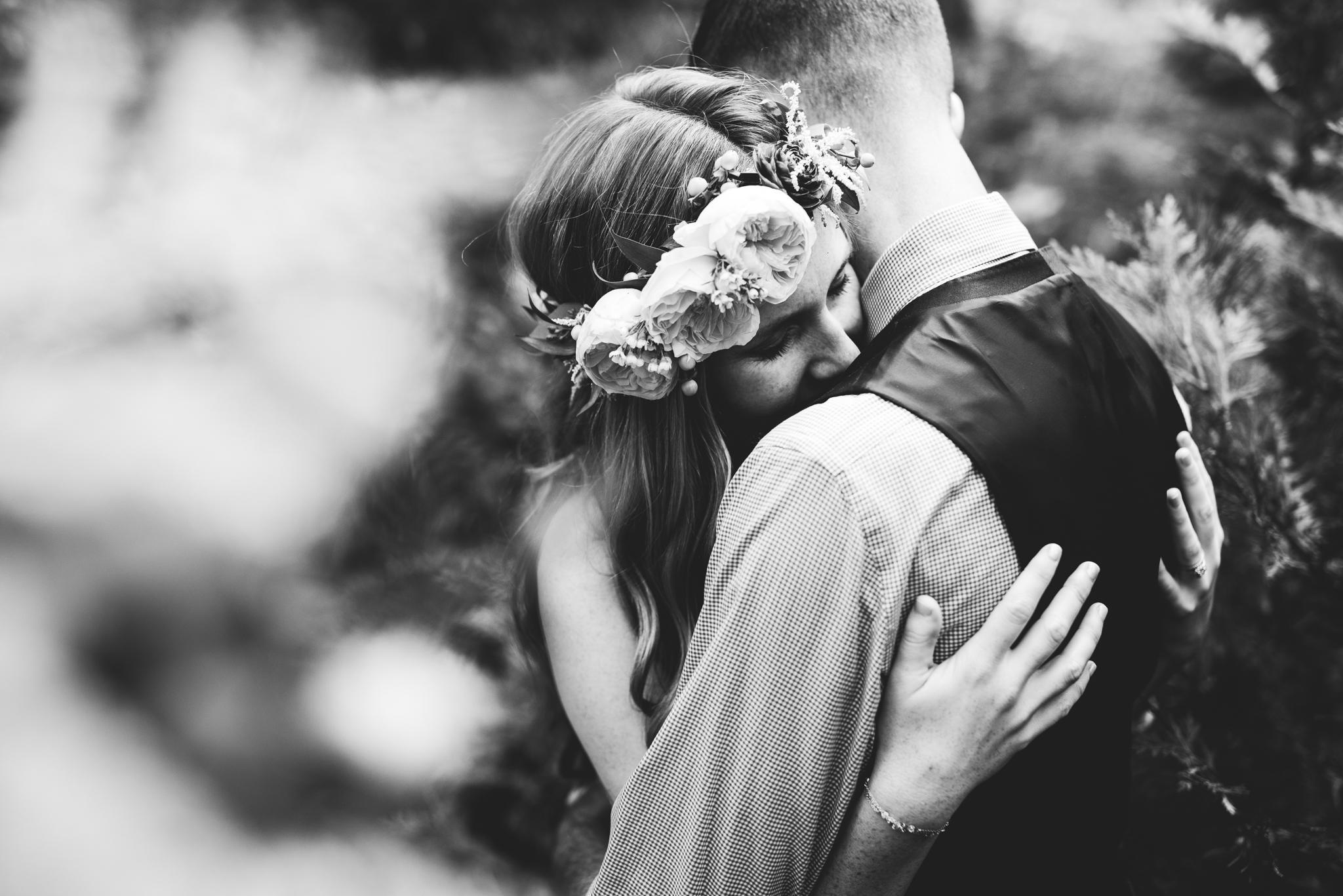 ©Isaiah & Taylor Photography - Pine Rose Cabin - Lake Arrowhead - Los Angeles Wedding Photographer-078.jpg