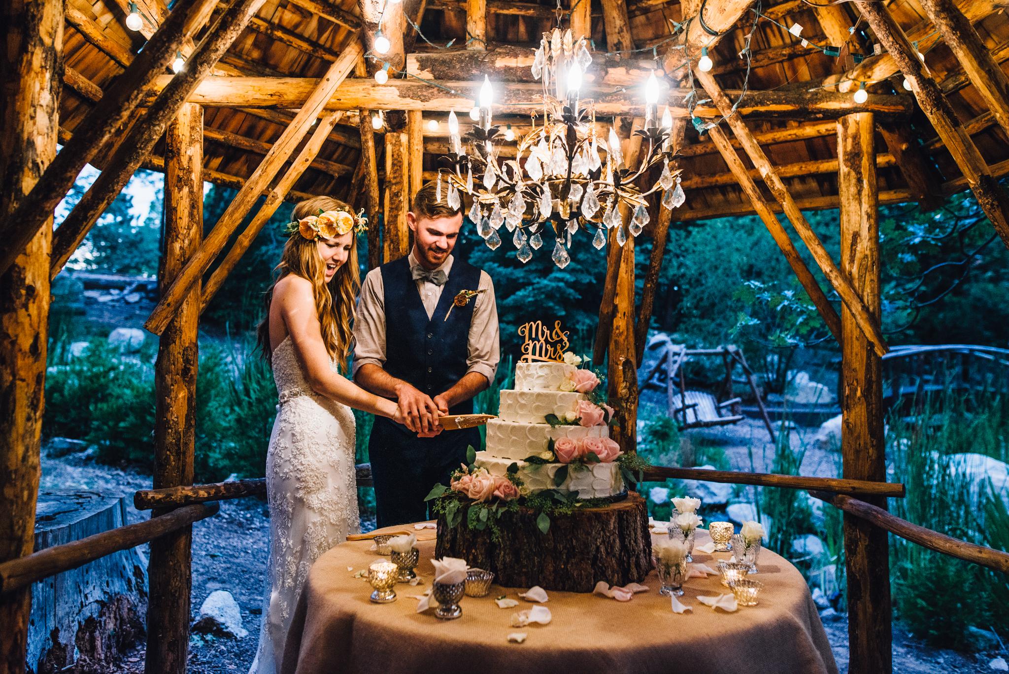 ©Isaiah & Taylor Photography - Pine Rose Cabin - Lake Arrowhead - Los Angeles Wedding Photographer-133.jpg