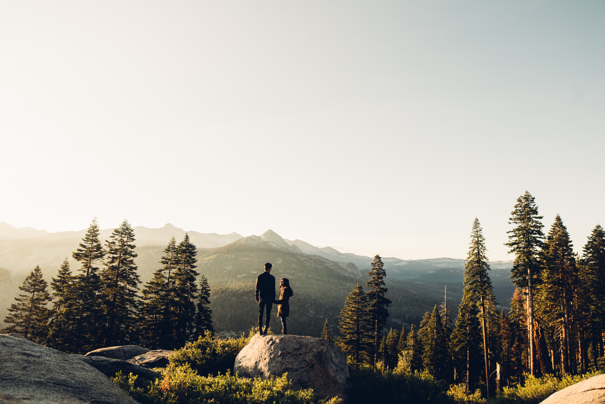 ©Isaiah & Taylor Photography - Los Angeles Destination Wedding Photographer - Yosemite National Park Hiking Adventure Engagement - Glacier Point Sunrise-013.jpg