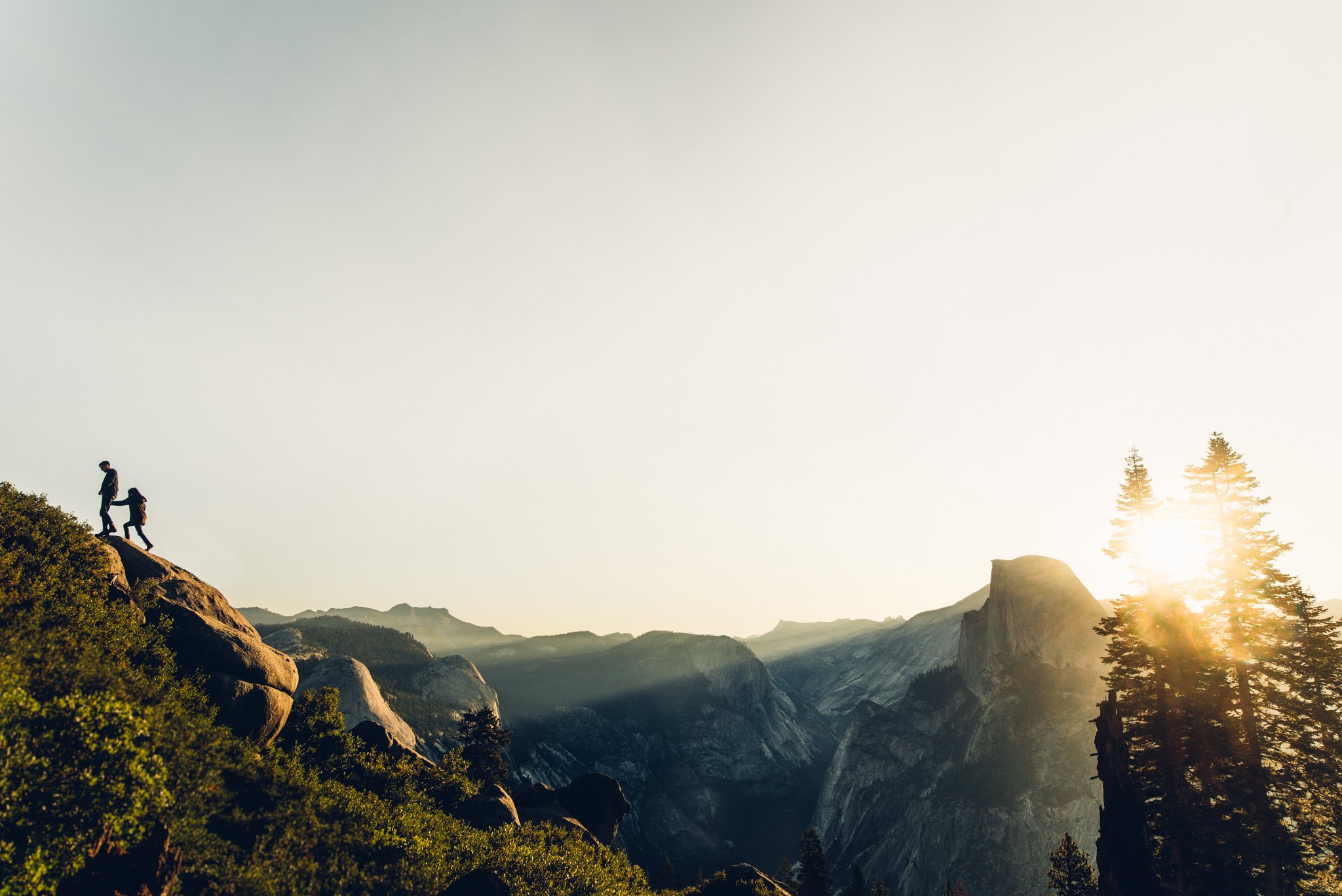 ©Isaiah & Taylor Photography - Los Angeles Destination Wedding Photographer - Yosemite National Park Hiking Adventure Engagement - Glacier Point Sunrise-027.jpg