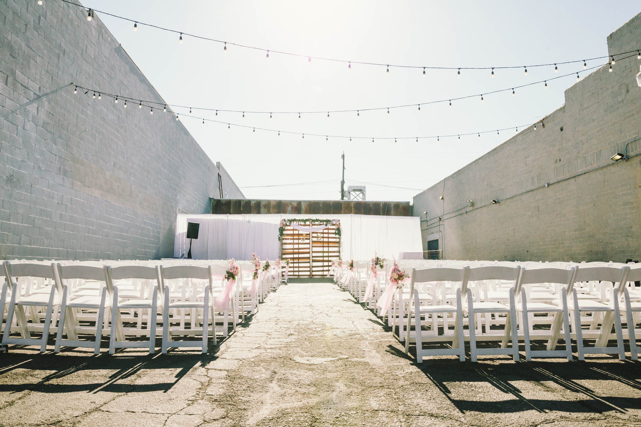 ©Isaiah & Taylor Photography - Los Angeles Wedding Photographer - Lot 613 Warehouse Space-26.jpg