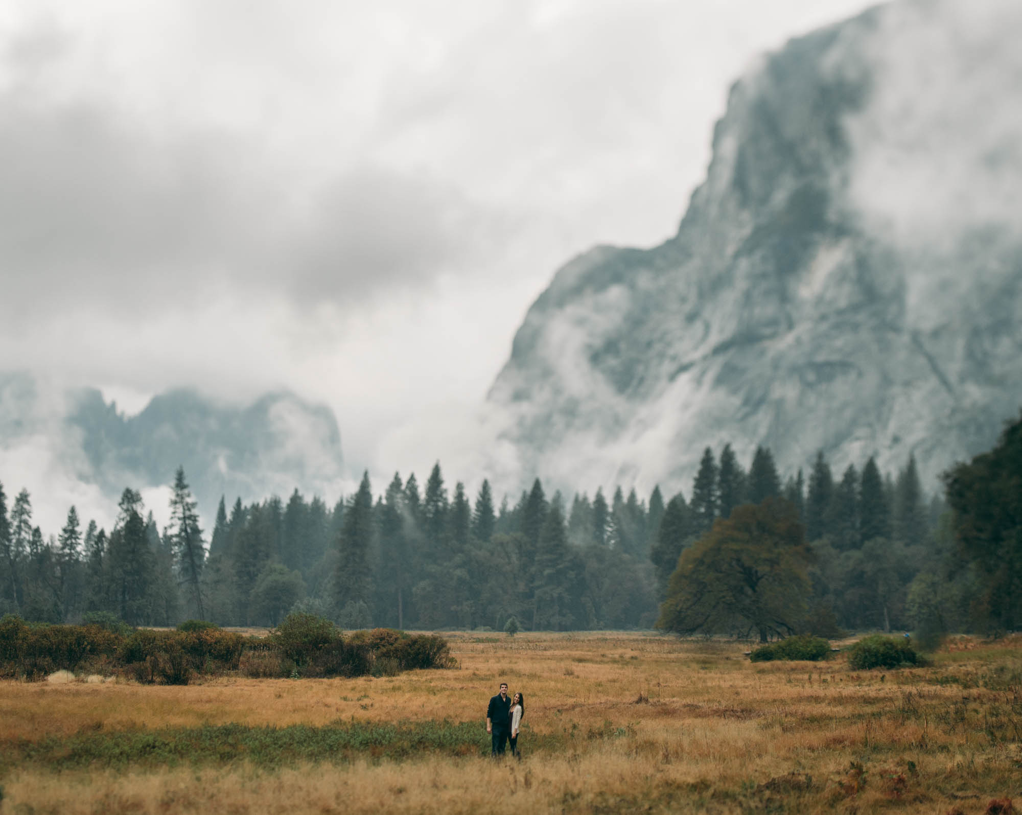 ©Isaiah & Taylor Photography - Stormy Cliffside Engagement, Yosemite California-6.jpg