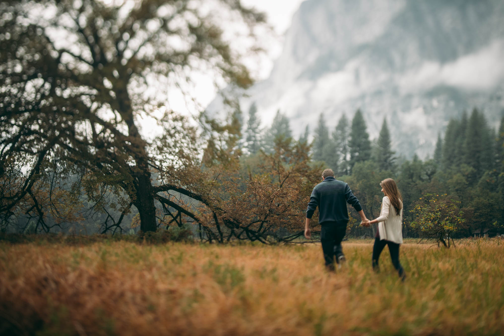 ©Isaiah & Taylor Photography - Stormy Cliffside Engagement, Yosemite California-7.jpg