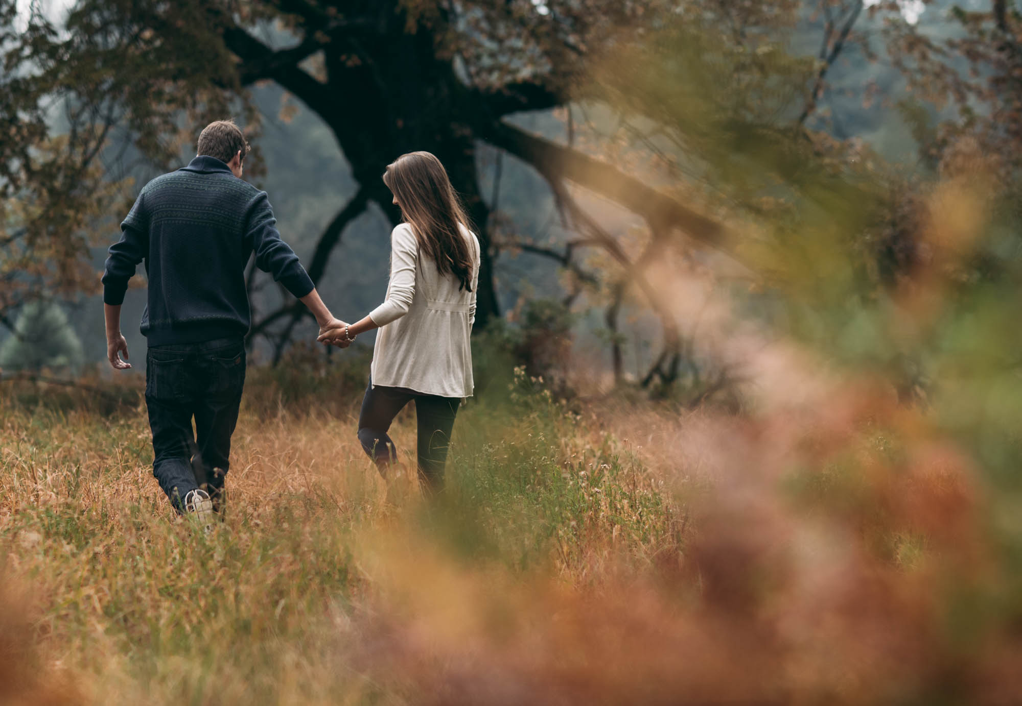 ©Isaiah & Taylor Photography - Stormy Cliffside Engagement, Yosemite California-8.jpg