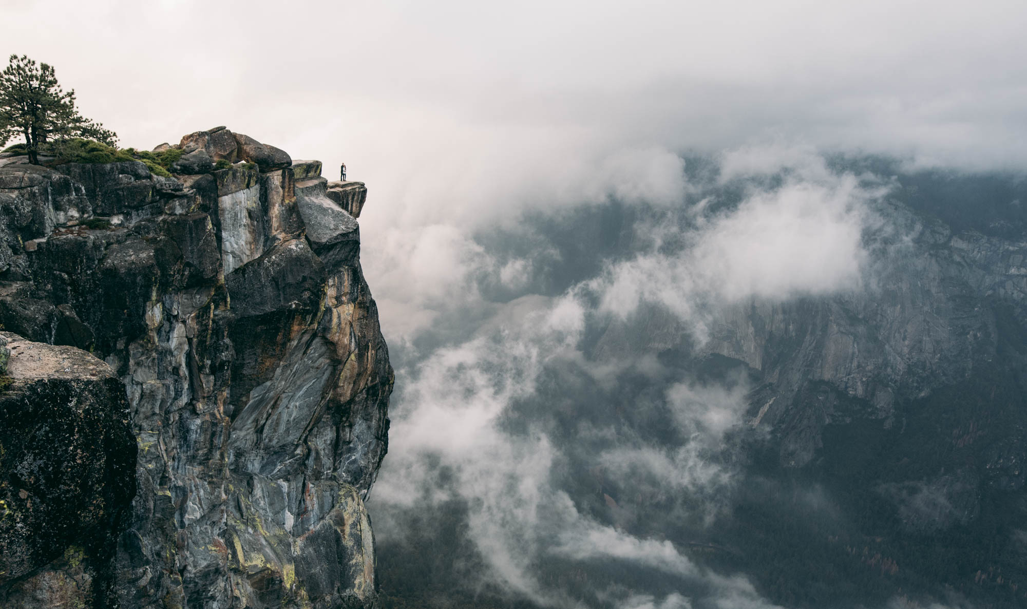©Isaiah & Taylor Photography - Stormy Cliffside Engagement, Yosemite California-46.jpg