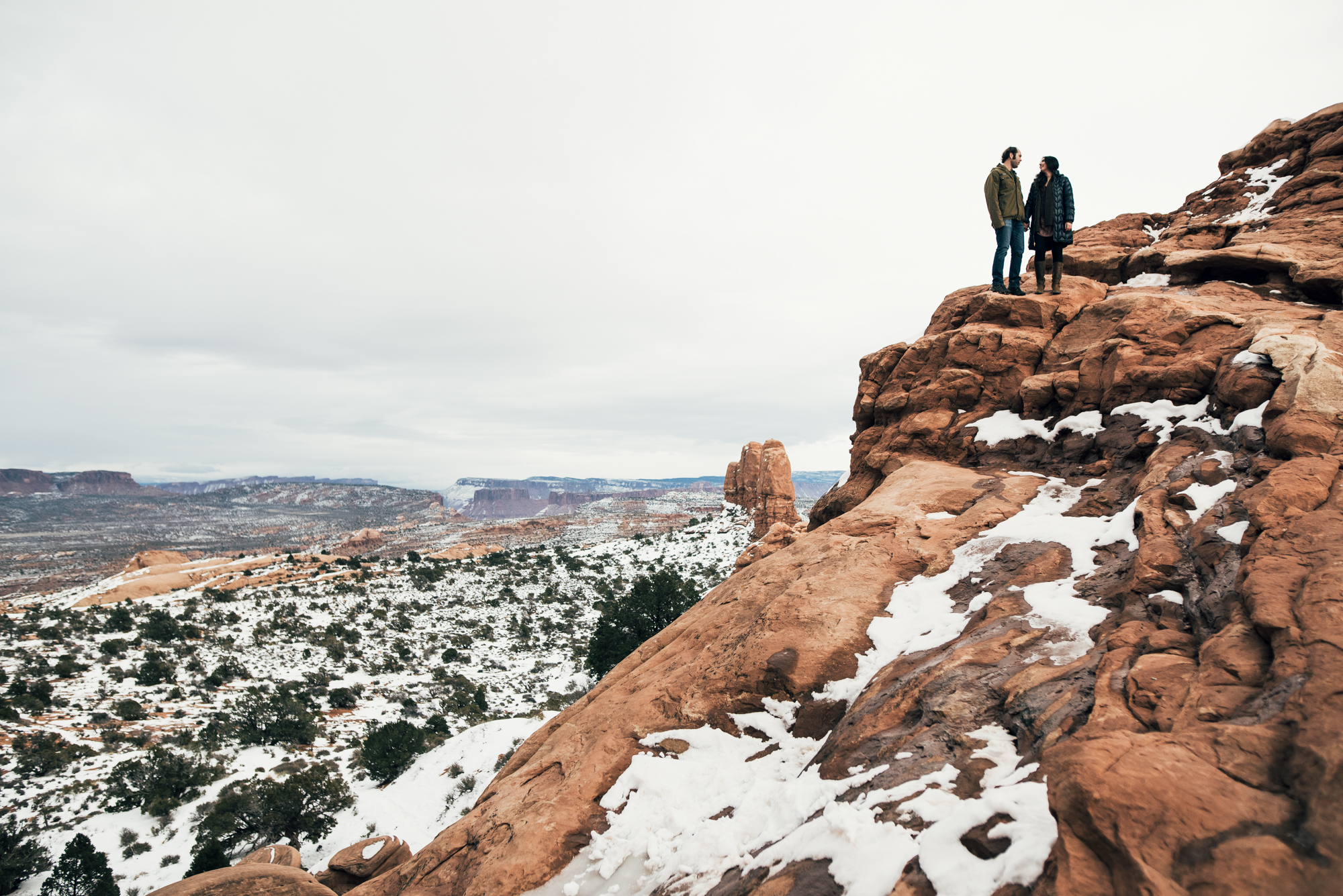 ©Isaiah & Taylor Photography - Arches National Park Adventure Engagement, Moab Utah-031.jpg