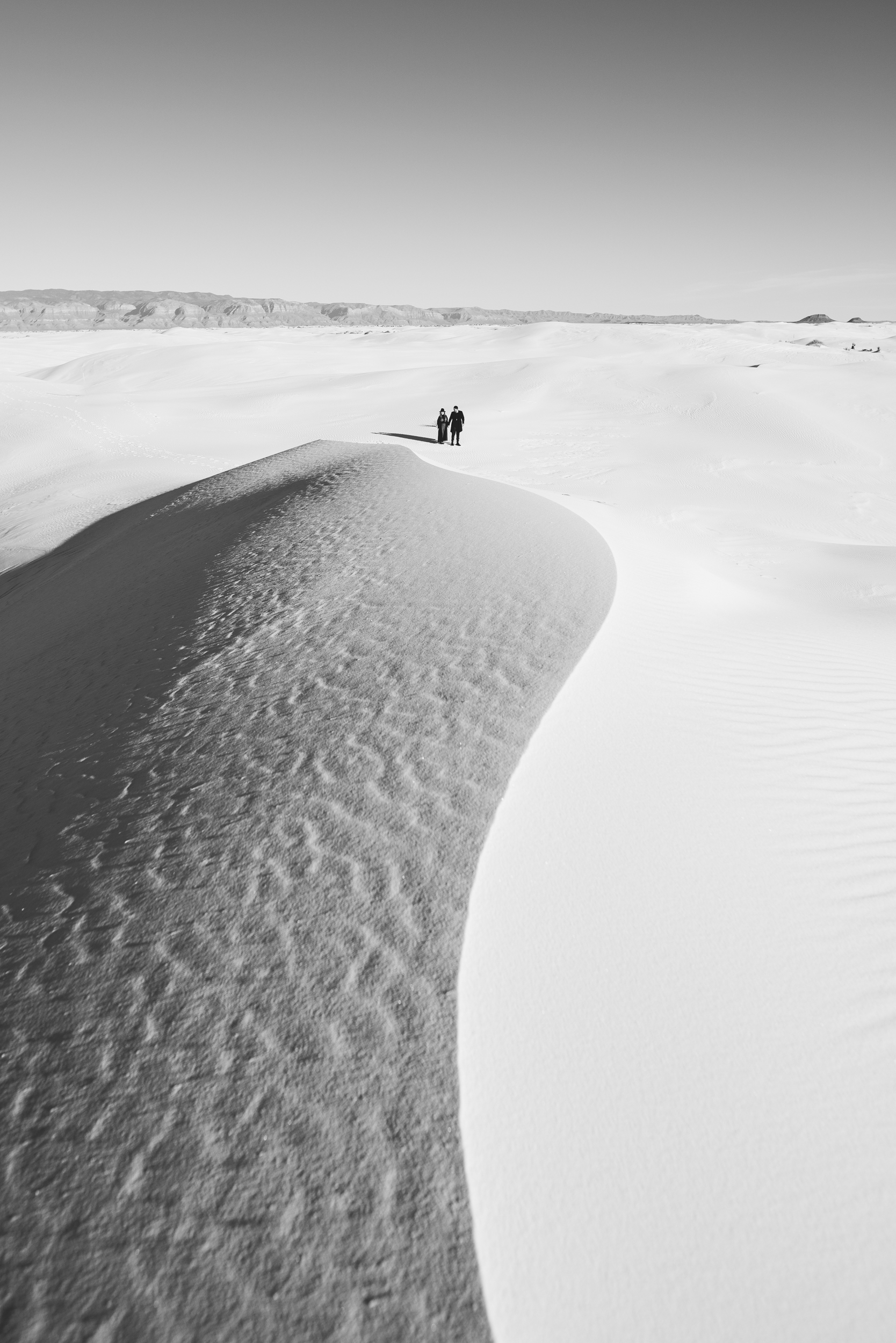 ©Isaiah & Taylor Photography - White Sands Natioanl Monument, New Mexico Engagement-034.jpg