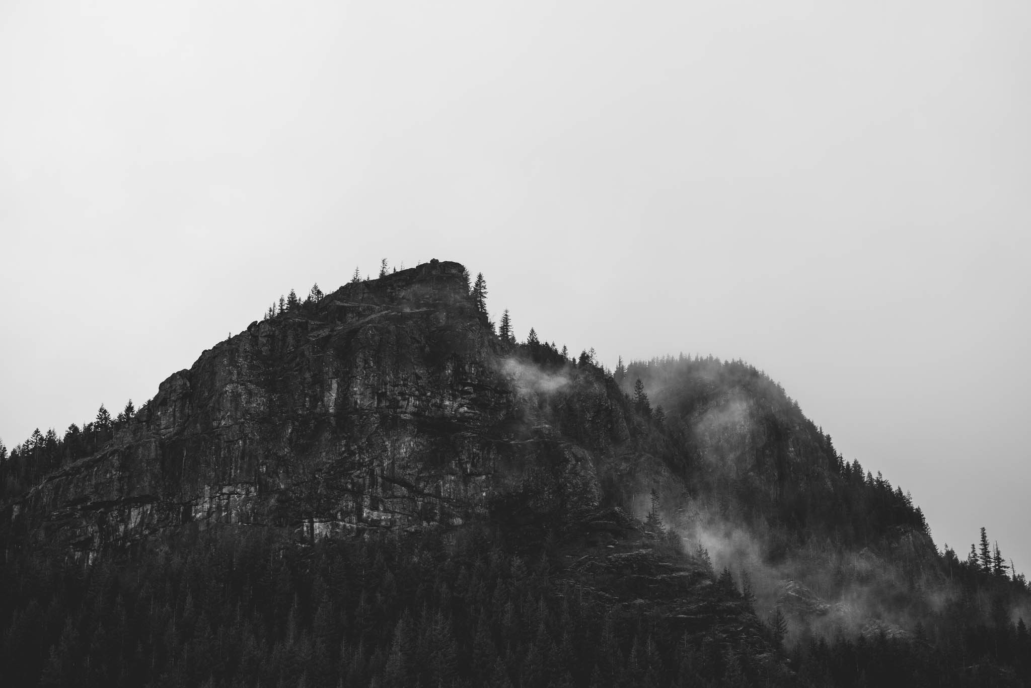 ©Isaiah-&-Taylor-Photography---Rattlesnake-Ledge-Trail-Engagement,-Seattle-Washington-001.jpg