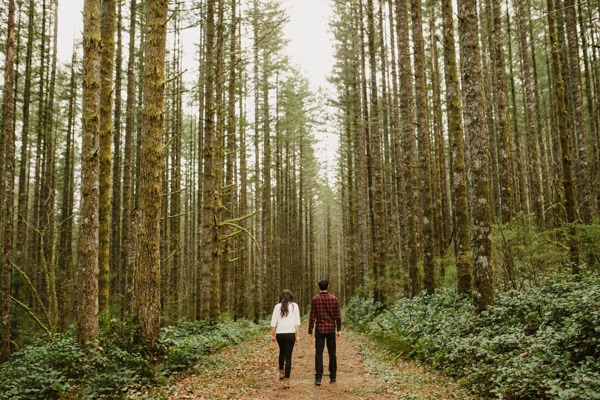 ©Isaiah-&-Taylor-Photography---Rattlesnake-Ledge-Trail-Engagement,-Seattle-Washington-003.jpg