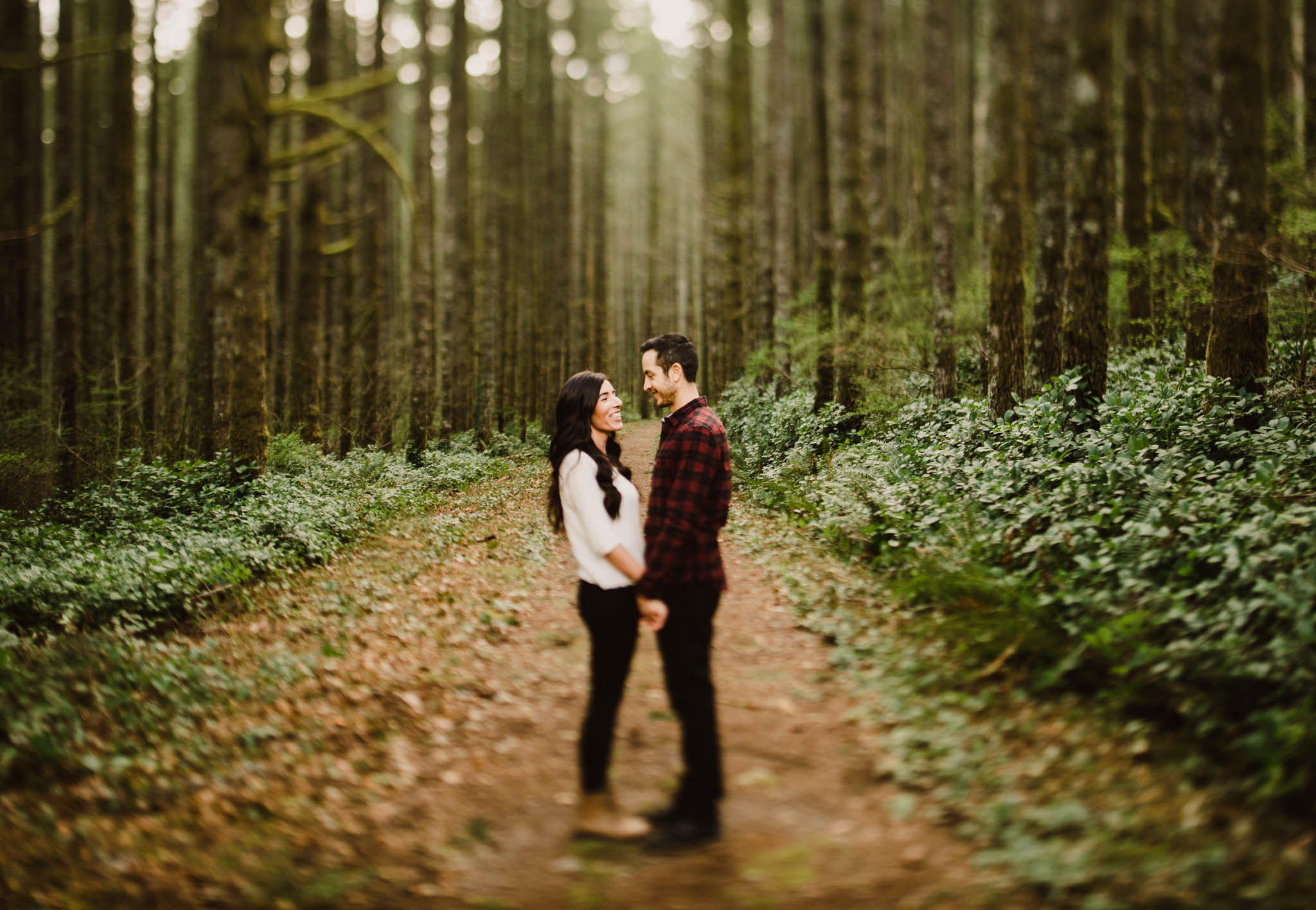 ©Isaiah-&-Taylor-Photography---Rattlesnake-Ledge-Trail-Engagement,-Seattle-Washington-006.jpg