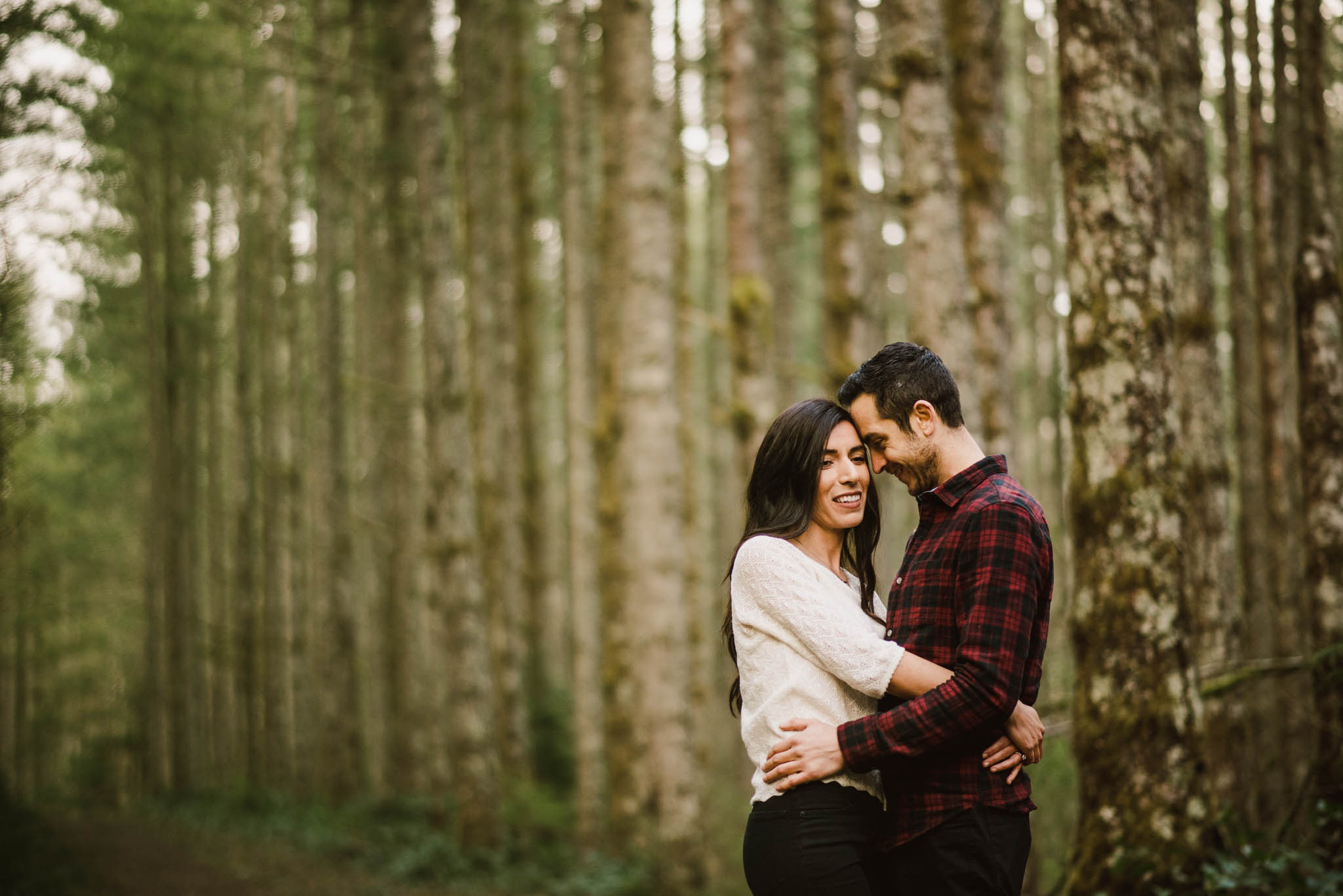 ©Isaiah-&-Taylor-Photography---Rattlesnake-Ledge-Trail-Engagement,-Seattle-Washington-018.jpg