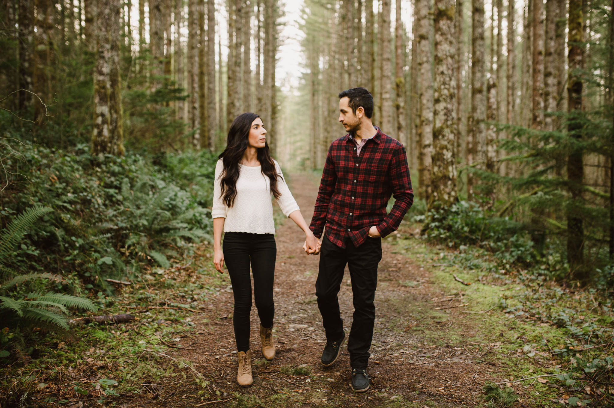 ©Isaiah-&-Taylor-Photography---Rattlesnake-Ledge-Trail-Engagement,-Seattle-Washington-021.jpg