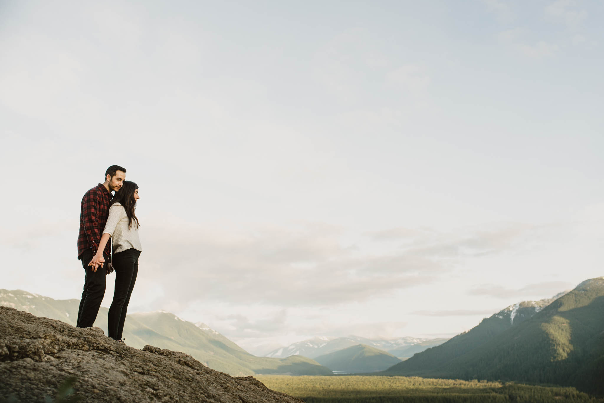 ©Isaiah-&-Taylor-Photography---Rattlesnake-Ledge-Trail-Engagement,-Seattle-Washington-027.jpg