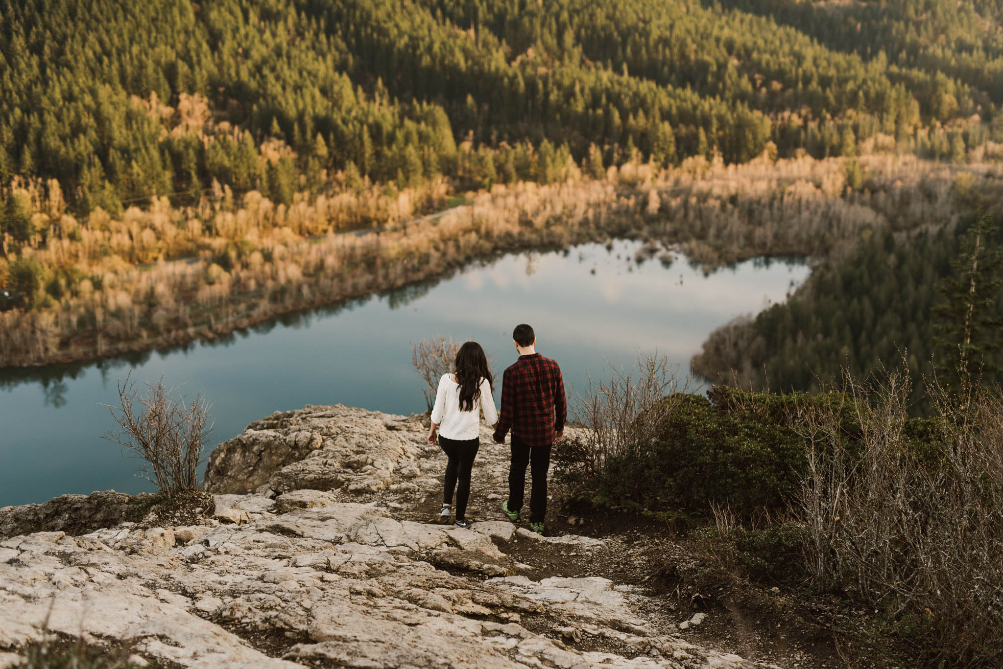 ©Isaiah-&-Taylor-Photography---Rattlesnake-Ledge-Trail-Engagement,-Seattle-Washington-038.jpg