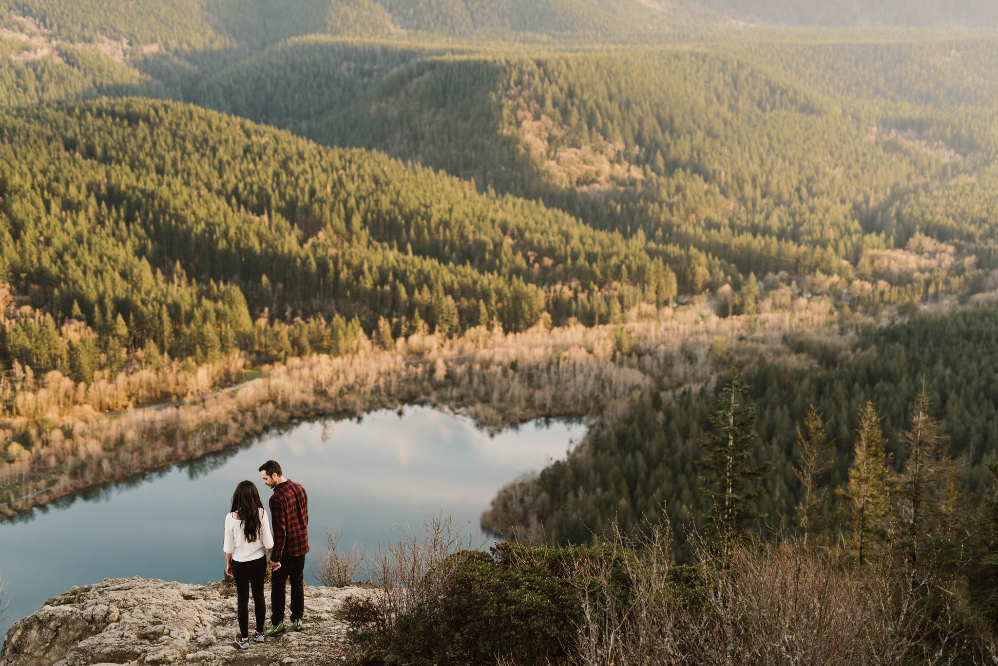©Isaiah-&-Taylor-Photography---Rattlesnake-Ledge-Trail-Engagement,-Seattle-Washington-039.jpg