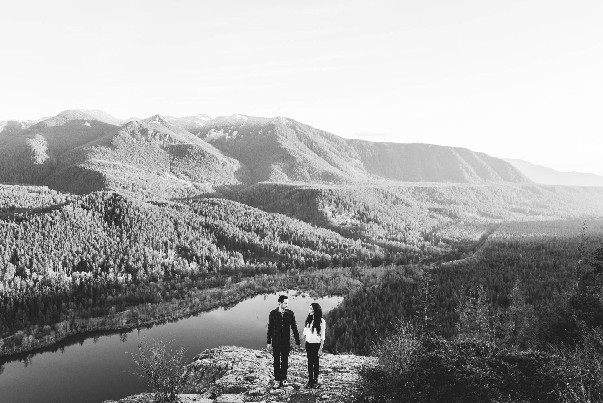 ©Isaiah-&-Taylor-Photography---Rattlesnake-Ledge-Trail-Engagement,-Seattle-Washington-043.jpg
