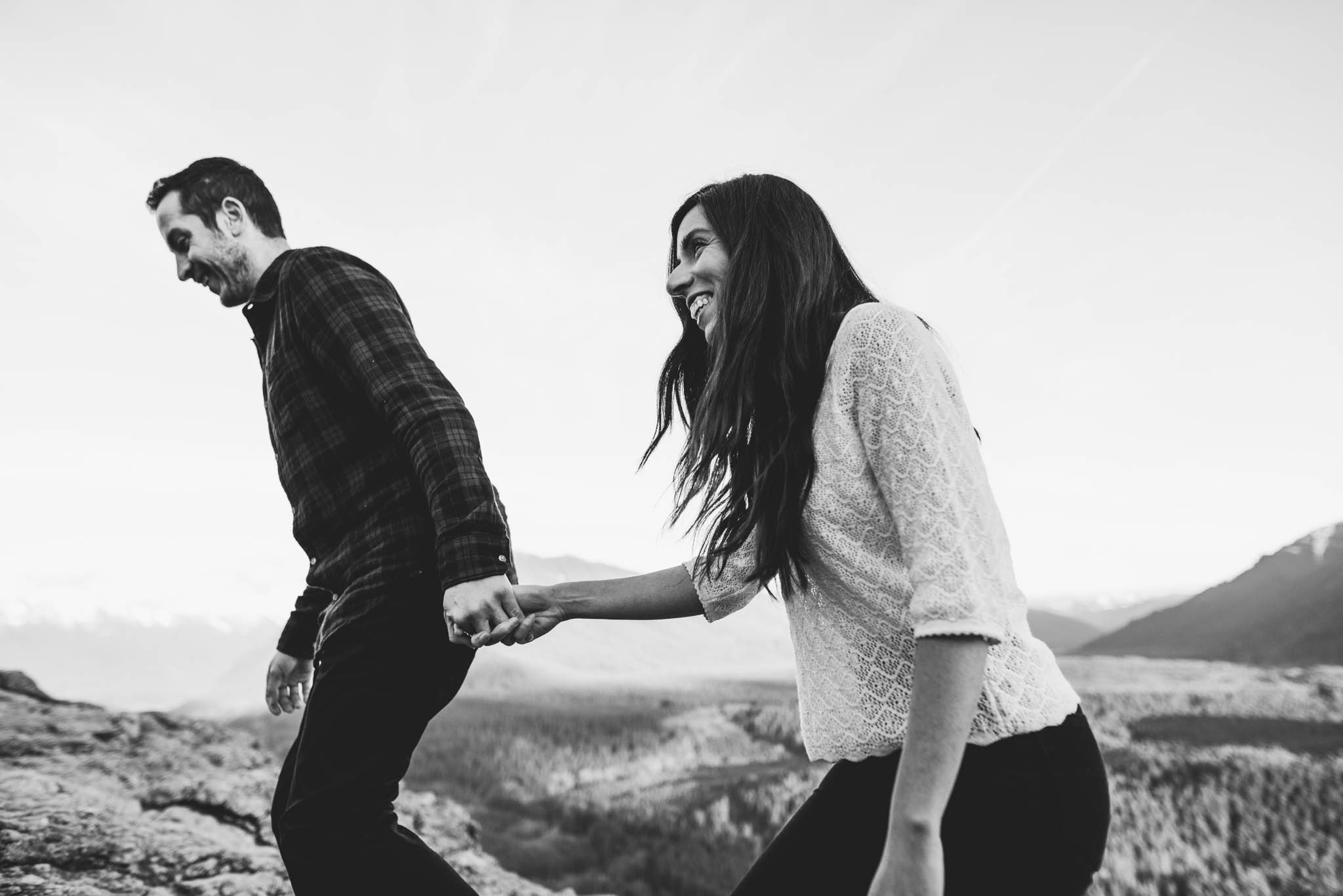 ©Isaiah-&-Taylor-Photography---Rattlesnake-Ledge-Trail-Engagement,-Seattle-Washington-046.jpg