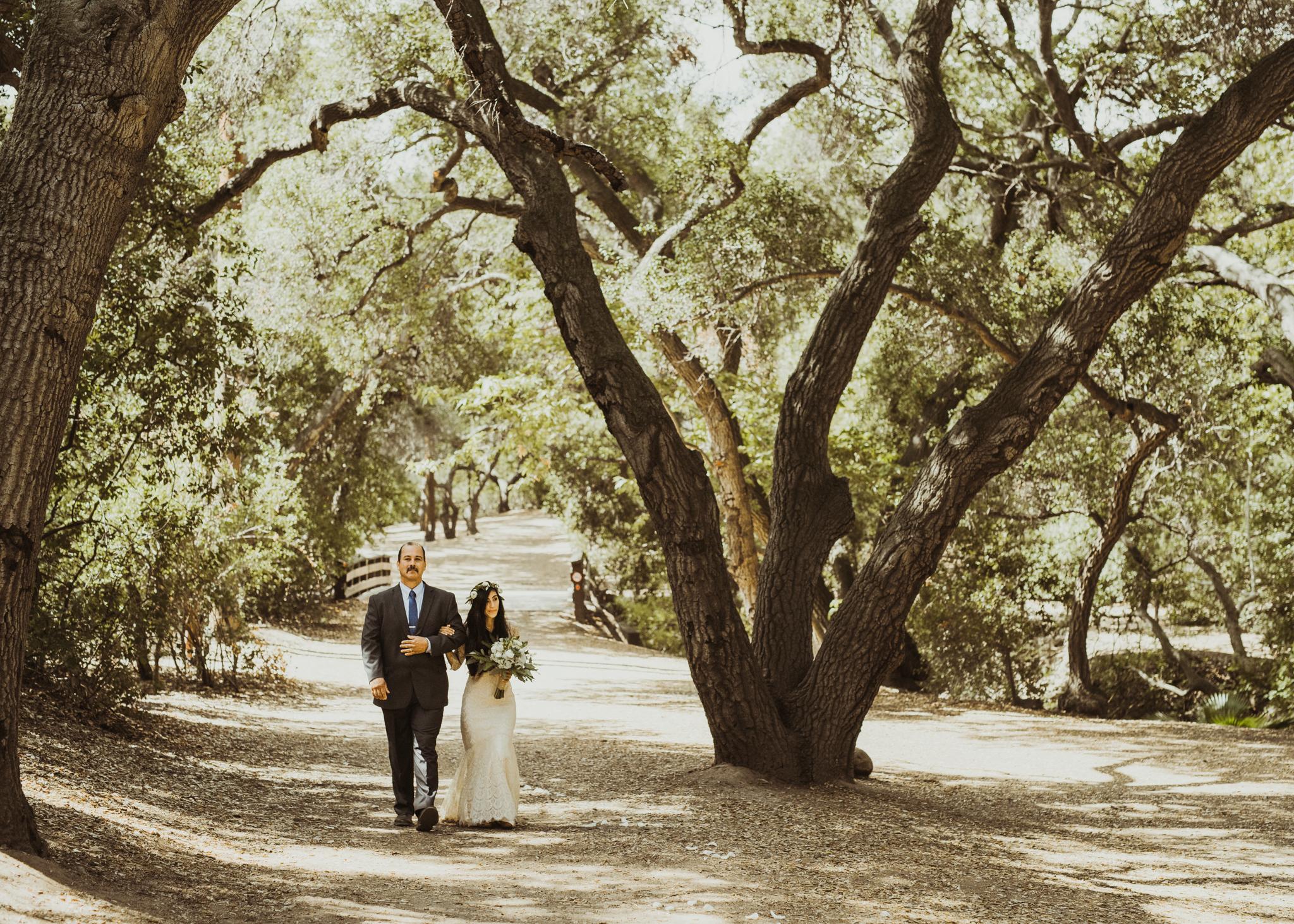 ©Isaiah-&-Taylor-Photography---Oak-Canyon-Nature-Center-Wedding,-Anaheim-Hills-040.jpg