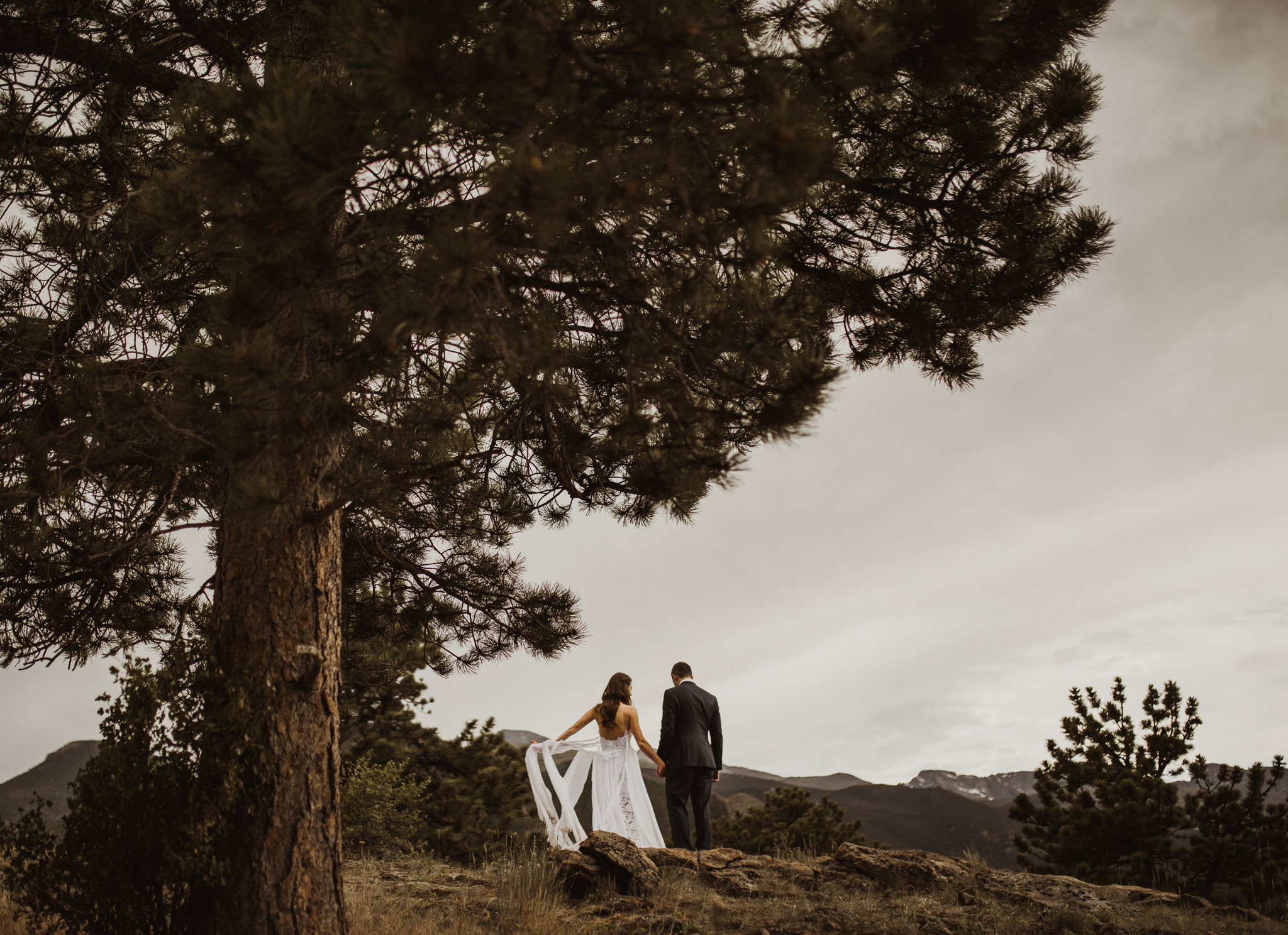 ©Isaiah + Taylor Photography - Estes National Park Adventure Elopement, Colorado Rockies-123.jpg