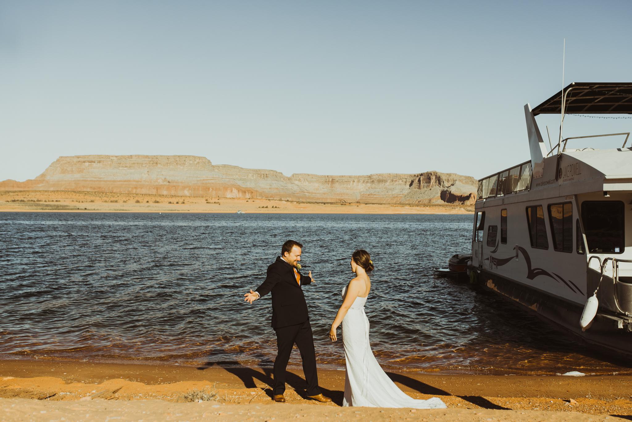 ©Isaiah + Taylor Photography - Lake Powell Elopement & Antelope Canyon & Horseshoe Bend, Page, Arizona-09.jpg