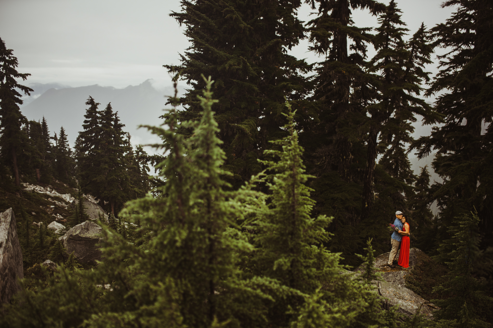 ©Isaiah-&-Taylor-Photography---Hidden-Lake-Cascade-Mountains-Engagement,-Washington-055.jpg