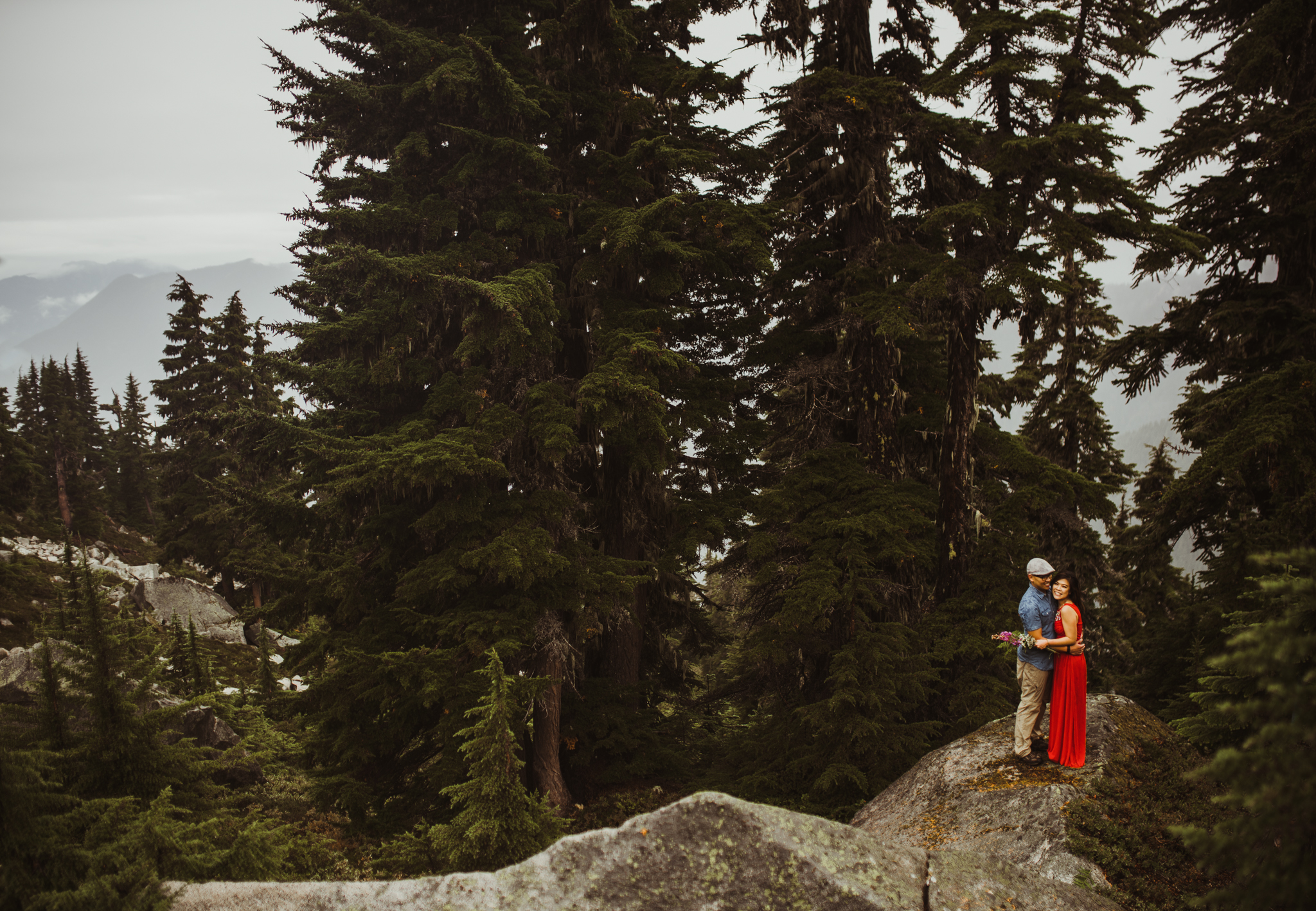 ©Isaiah-&-Taylor-Photography---Hidden-Lake-Cascade-Mountains-Engagement,-Washington-056.jpg