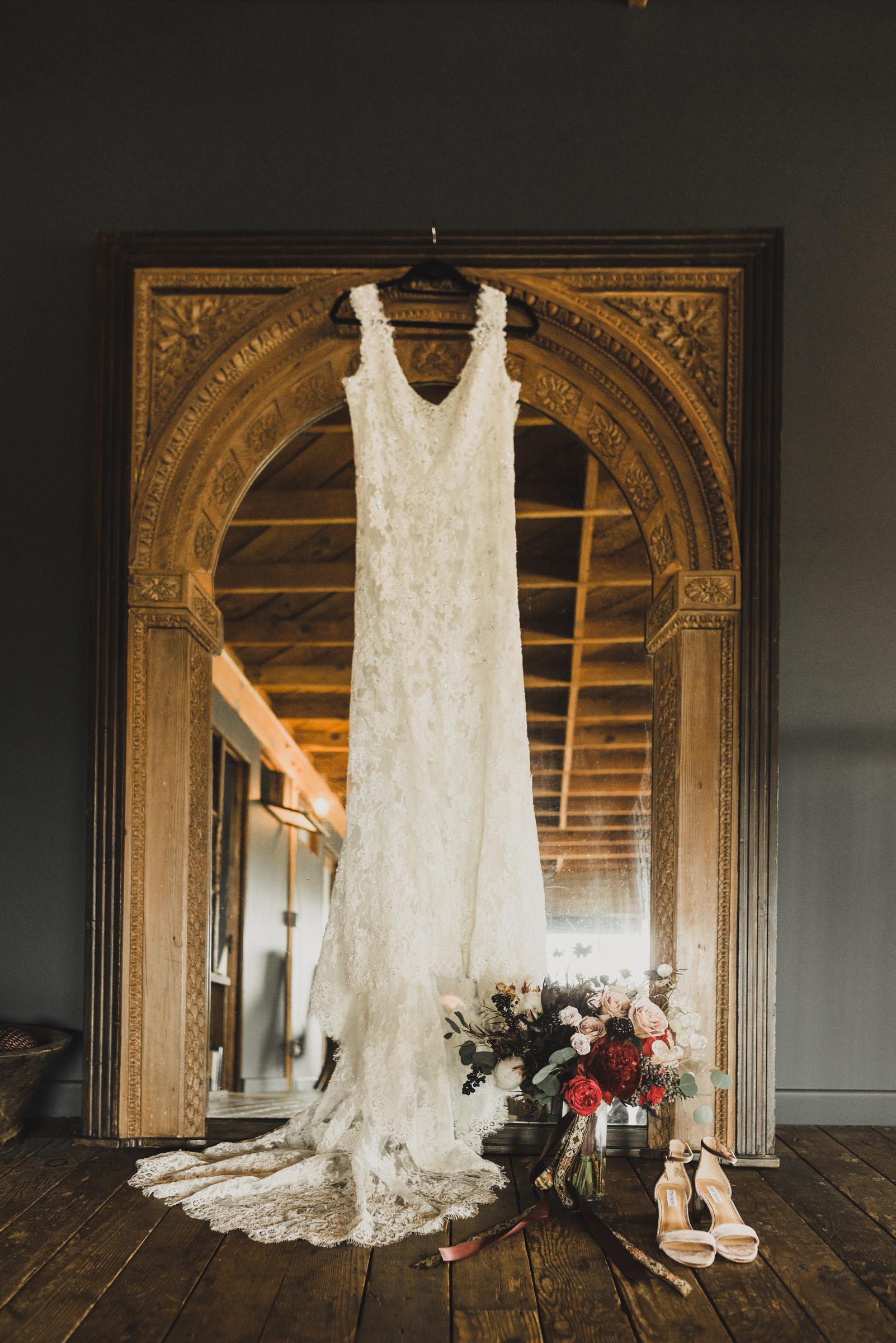 ©Isaiah + Taylor Photography - Smoky Hollow Studios Wedding, El Segundo, Los Angeles Wedding Photographer-3.jpg